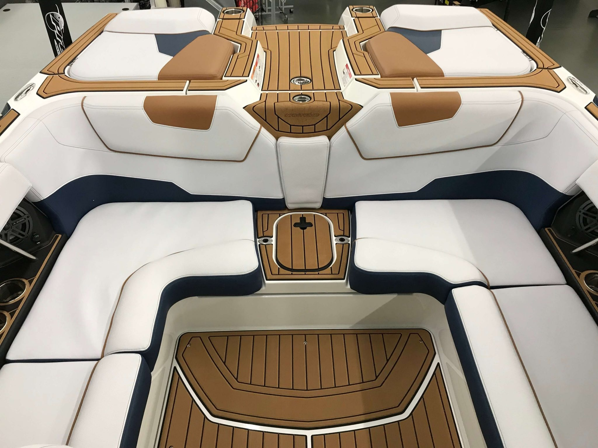 2019 Nautique GS22 Cockpit Seating 5