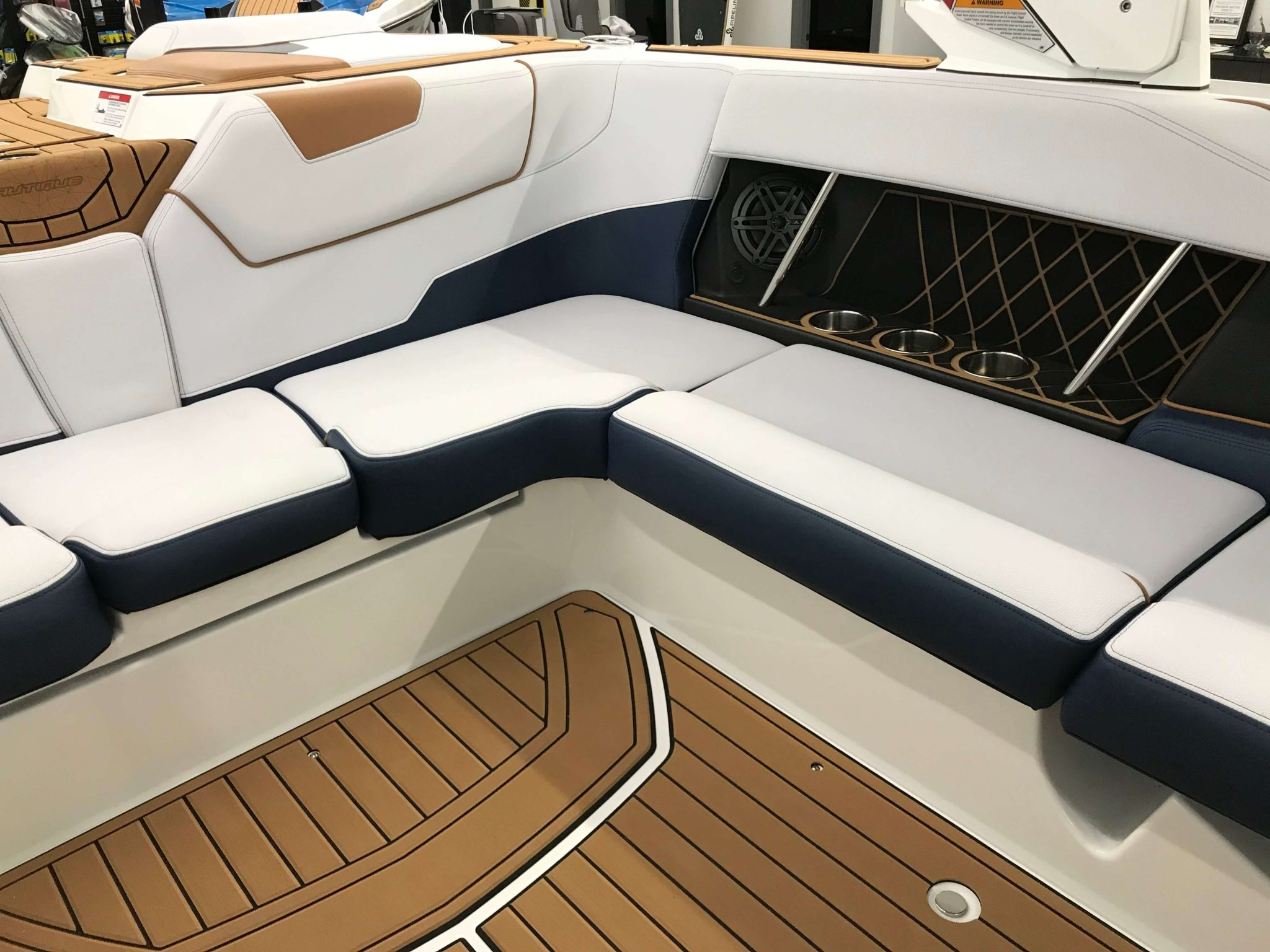 2019 Nautique GS22 Cockpit Seating 7