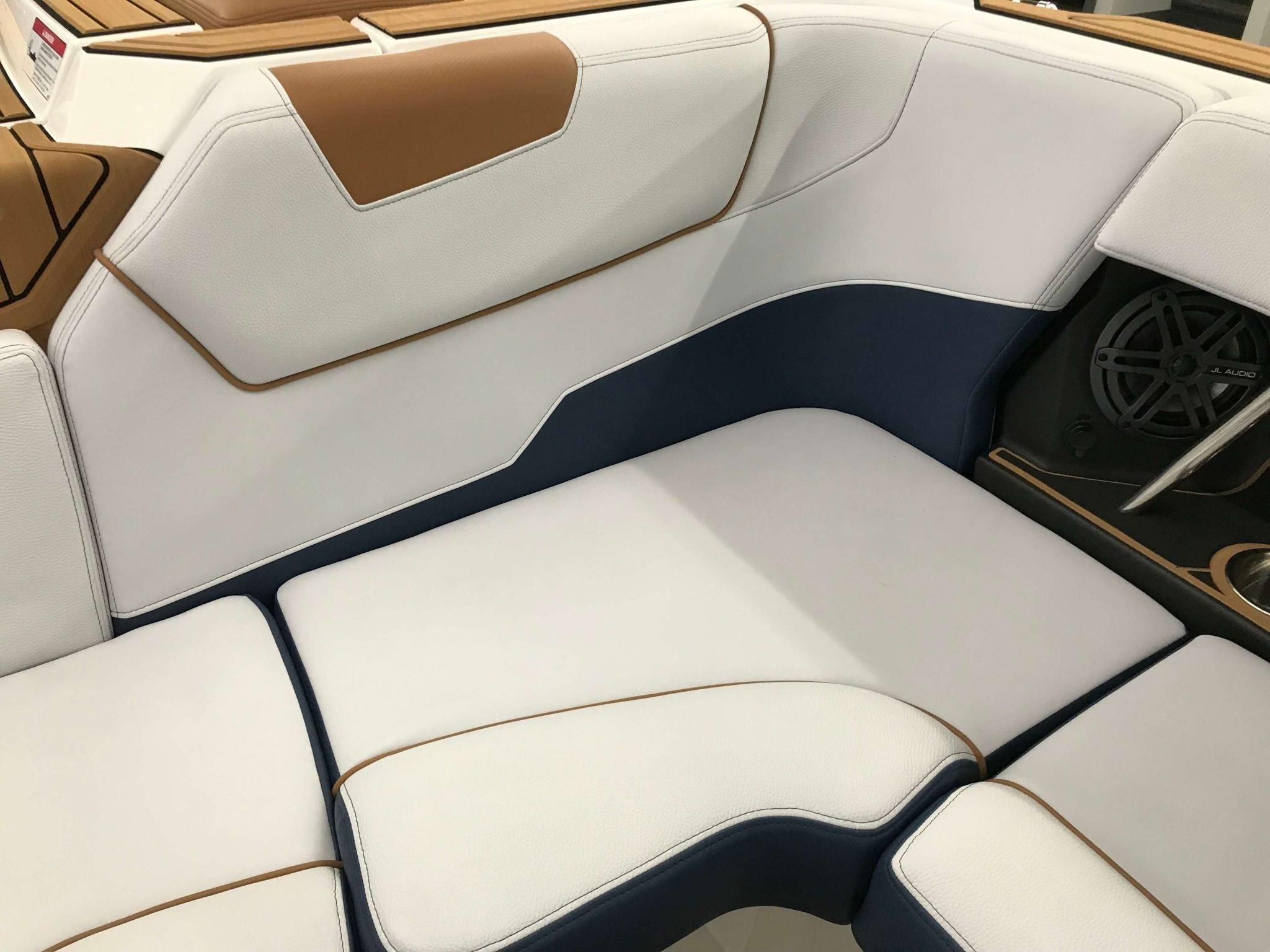 2019 Nautique GS22 Cockpit Seating 8