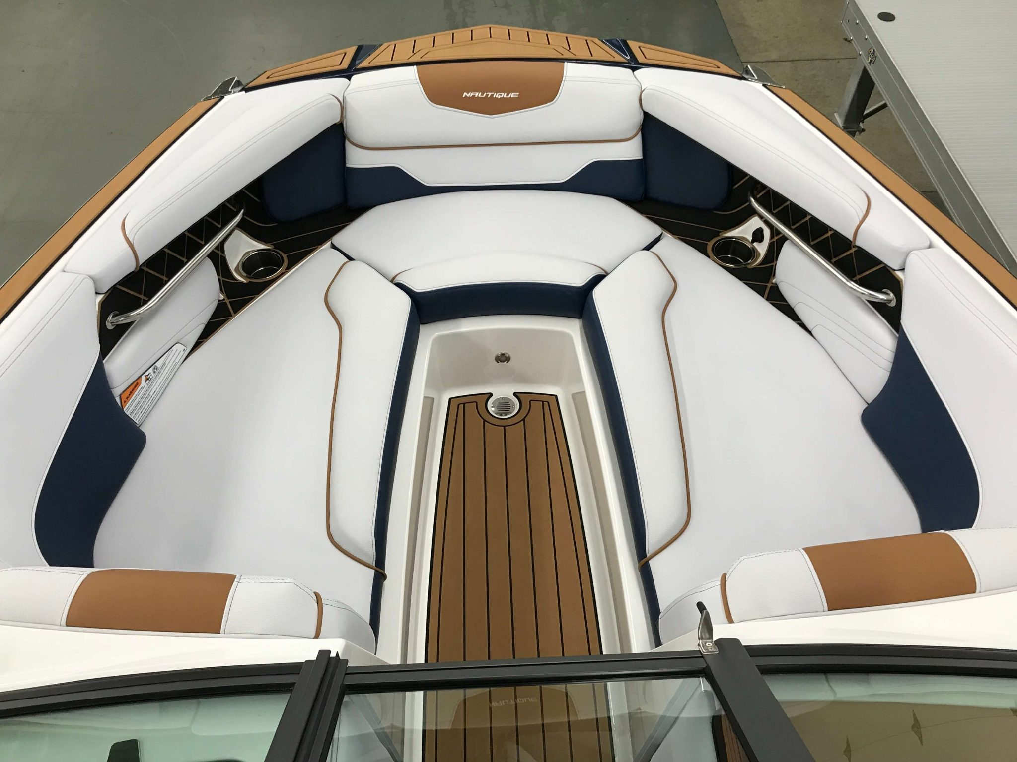 2019 Nautique GS22 Bow Seating 3
