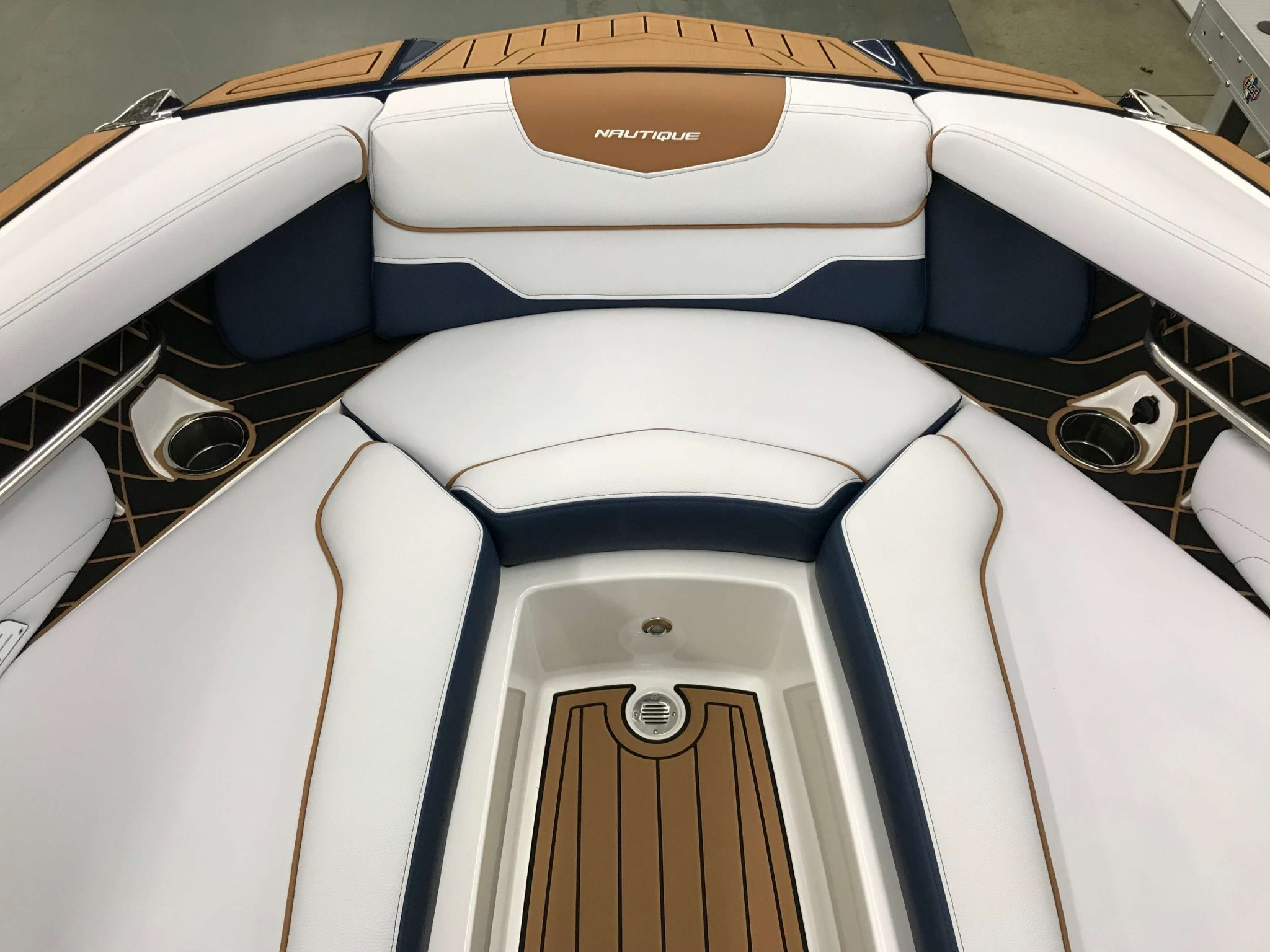 2019 Nautique GS22 Bow Seating 4