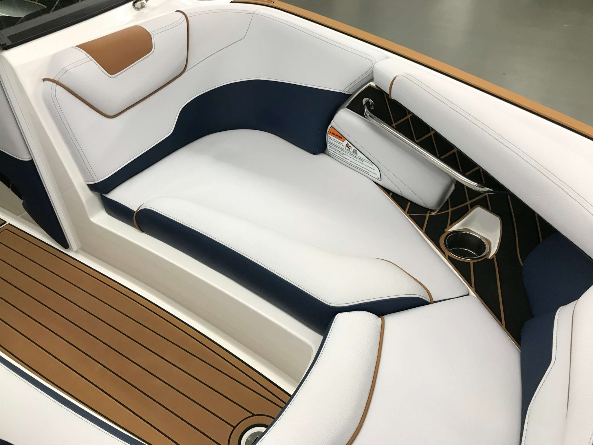 2019 Nautique GS22 Bow Seating 8