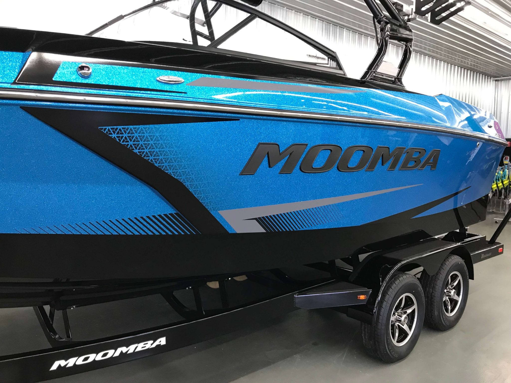 2019 Moomba Max Crystal Graphic Background 2