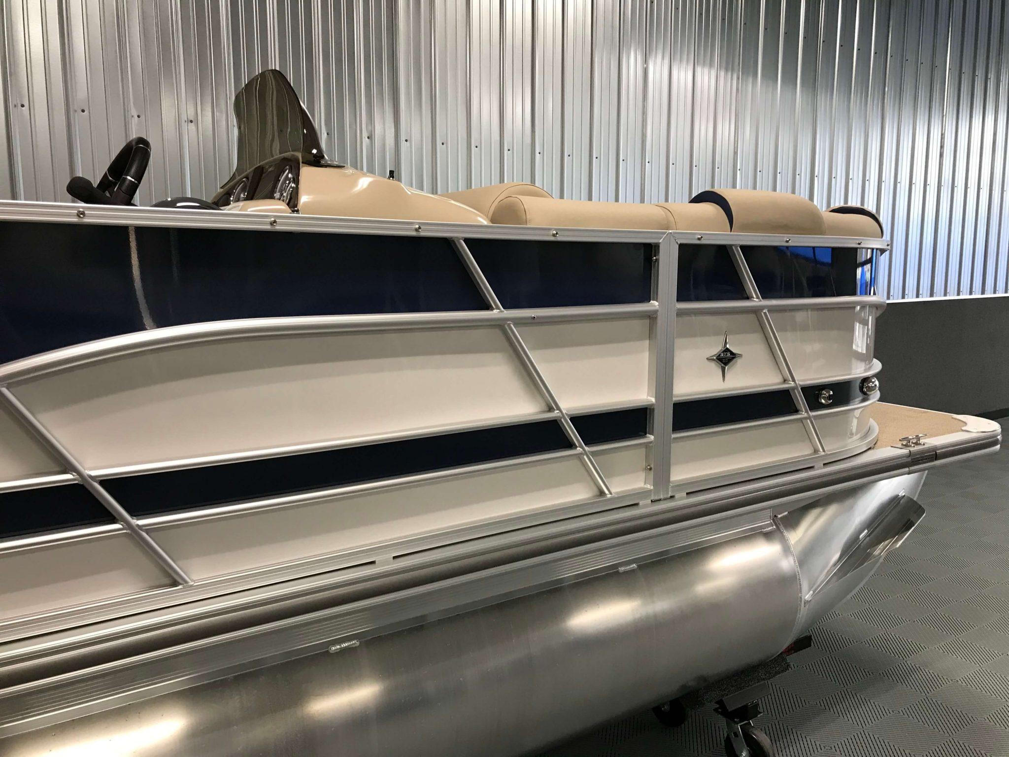 2019 Berkshire 23RFC2 STS Deluxe Pontoon Blue And White 6