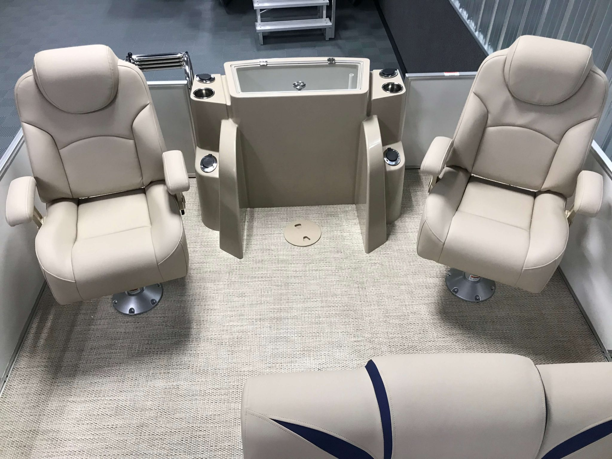 2019 Berkshire 23RFC2 STS Deluxe Pontoon RFC2 Seating Layout 2