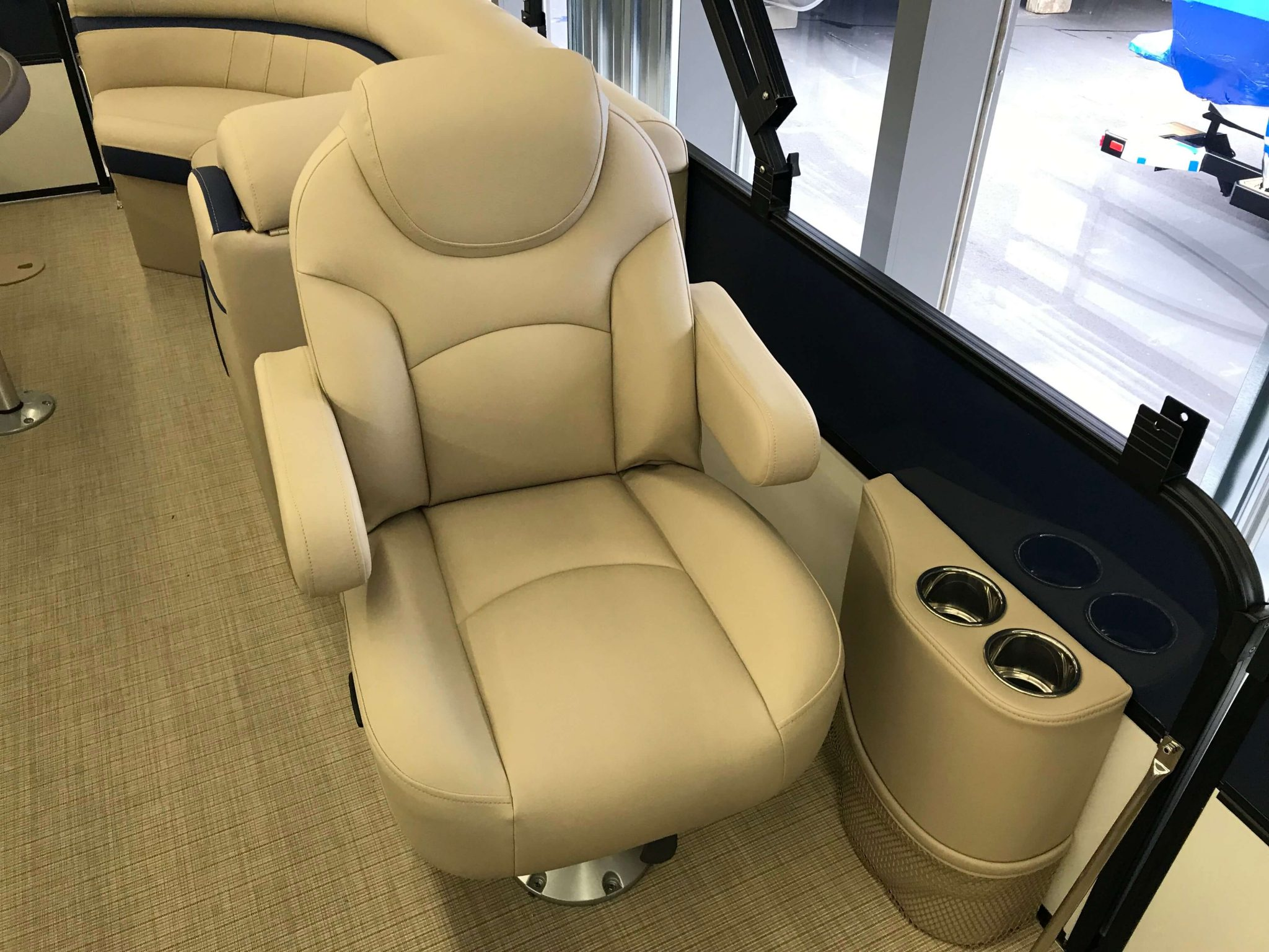 2019 Berkshire 24RFX CTS 3.0 Tritoon Port Side Captain's Chair