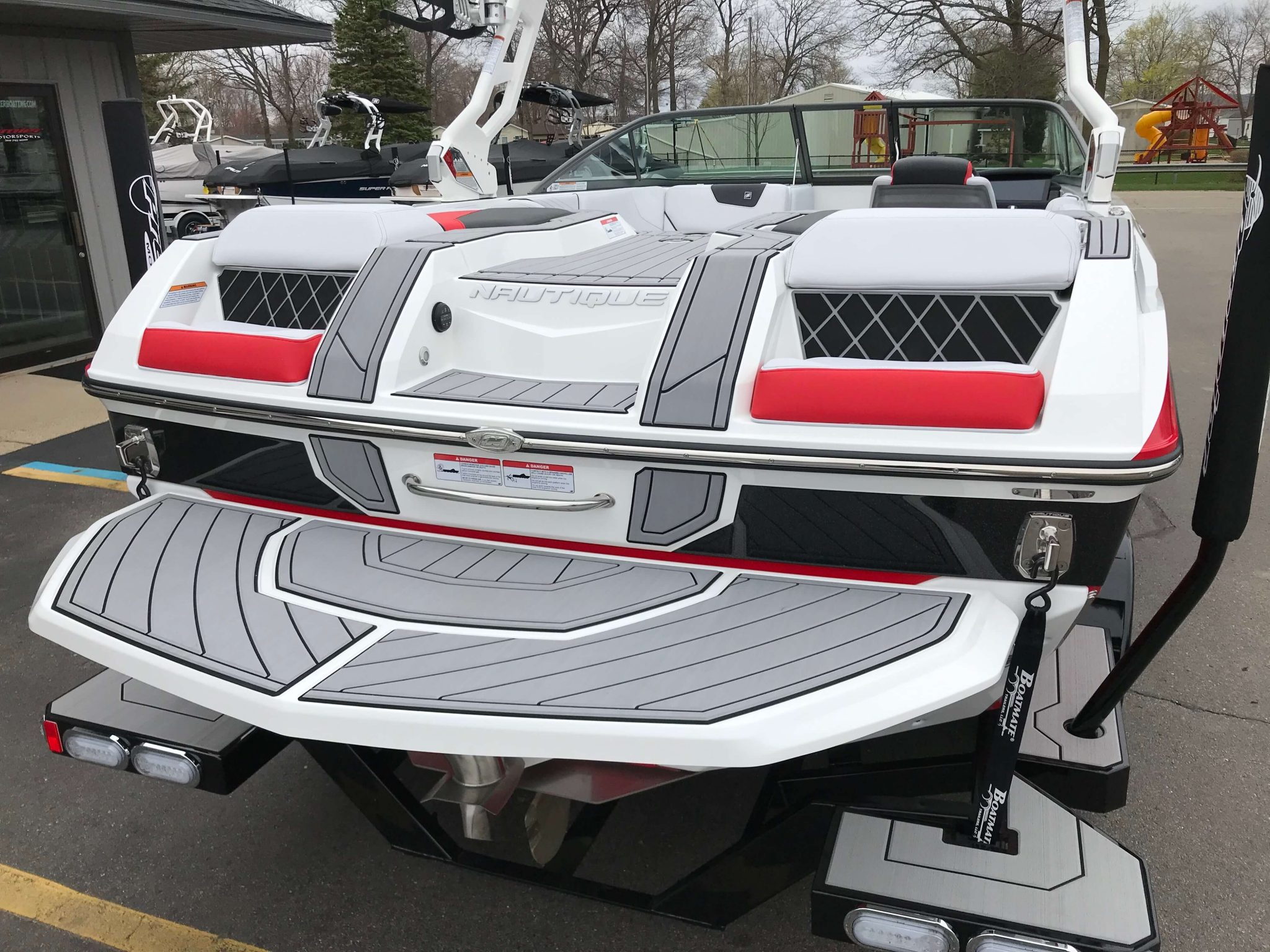 2019 Nautique GS20 Victory Red 9