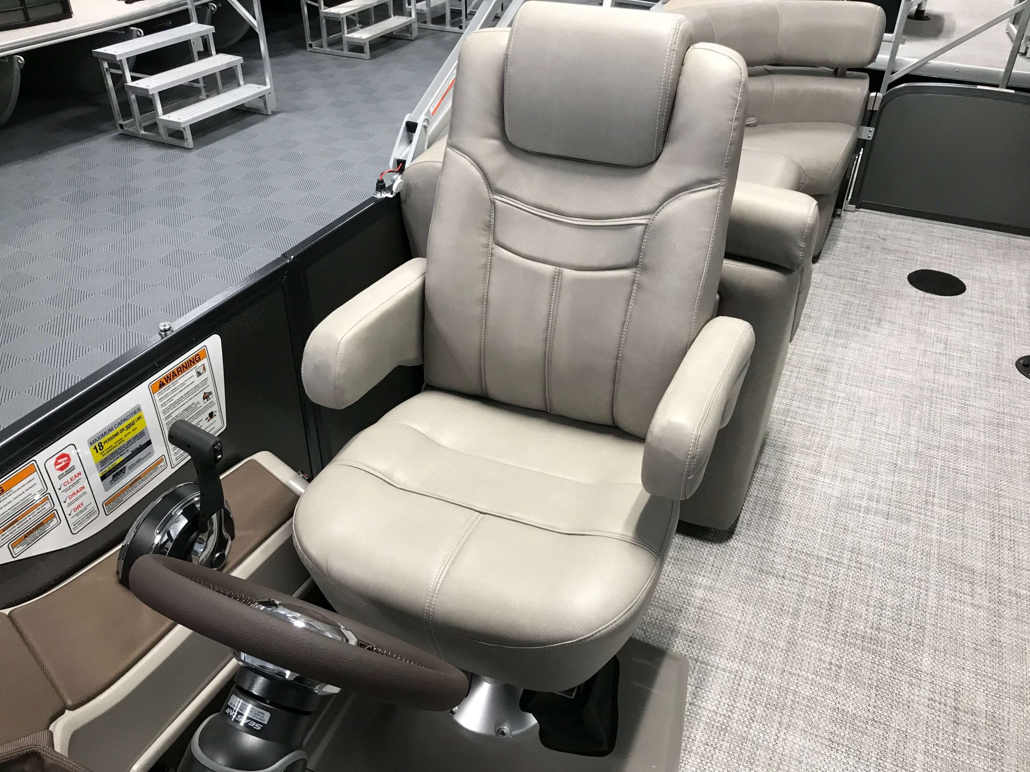 2019 Premier 250 Grand Majestic RF Tritoon High Back Captains Helm Chair