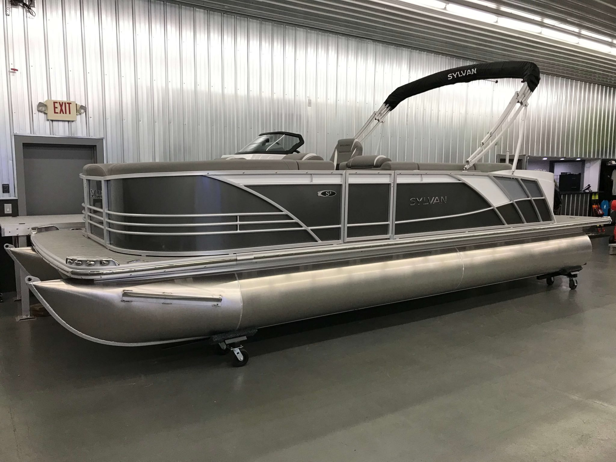 2019 Sylvan S3 Cruise Tritoon Carbon 1