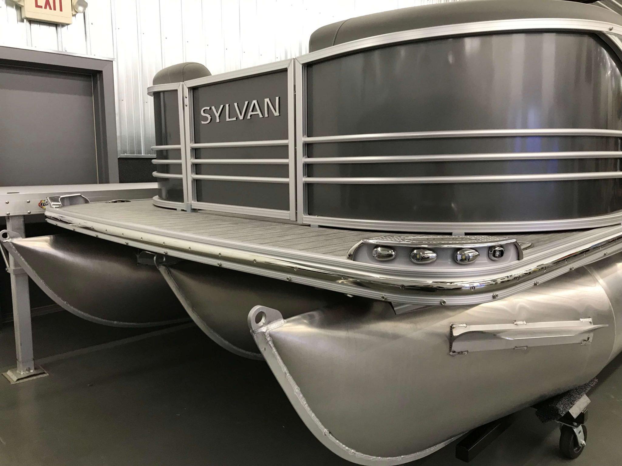 2019 Sylvan S3 Cruise Tritoon Carbon 2