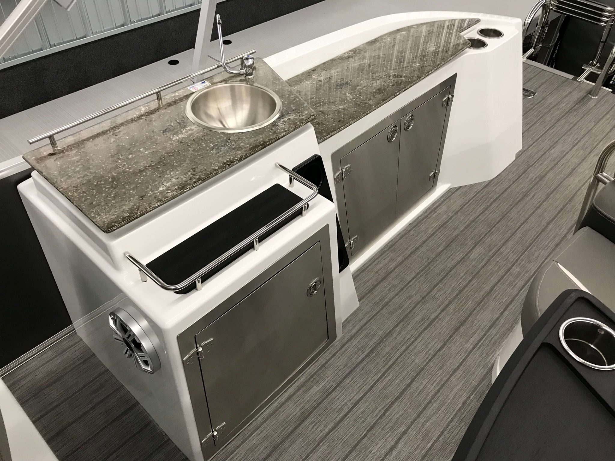 2019 Sylvan S3 Cruise Tritoon Galley Washing Station 4