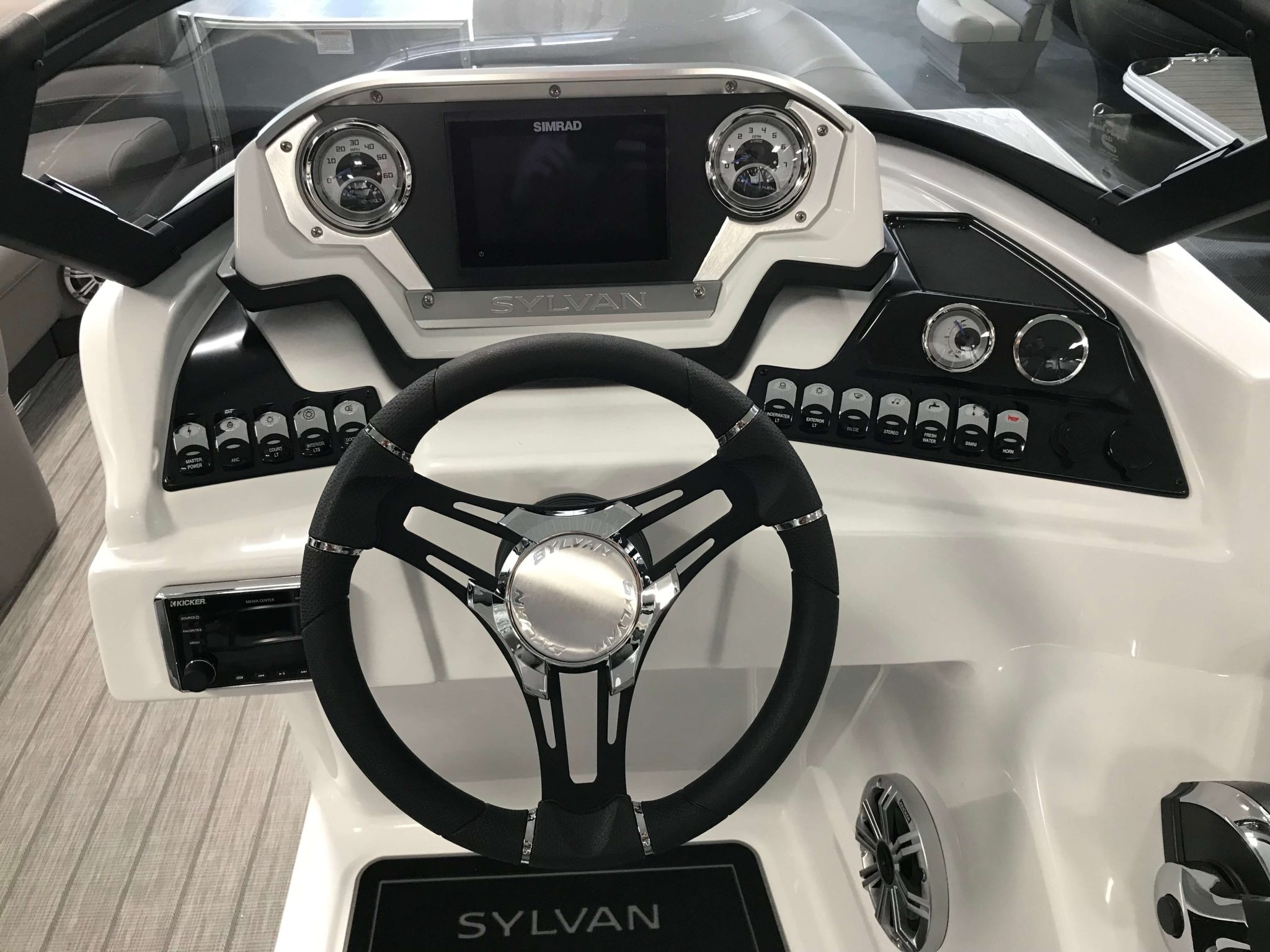 2019 Sylvan S3 LZ Tritoon Helm And Dash 2