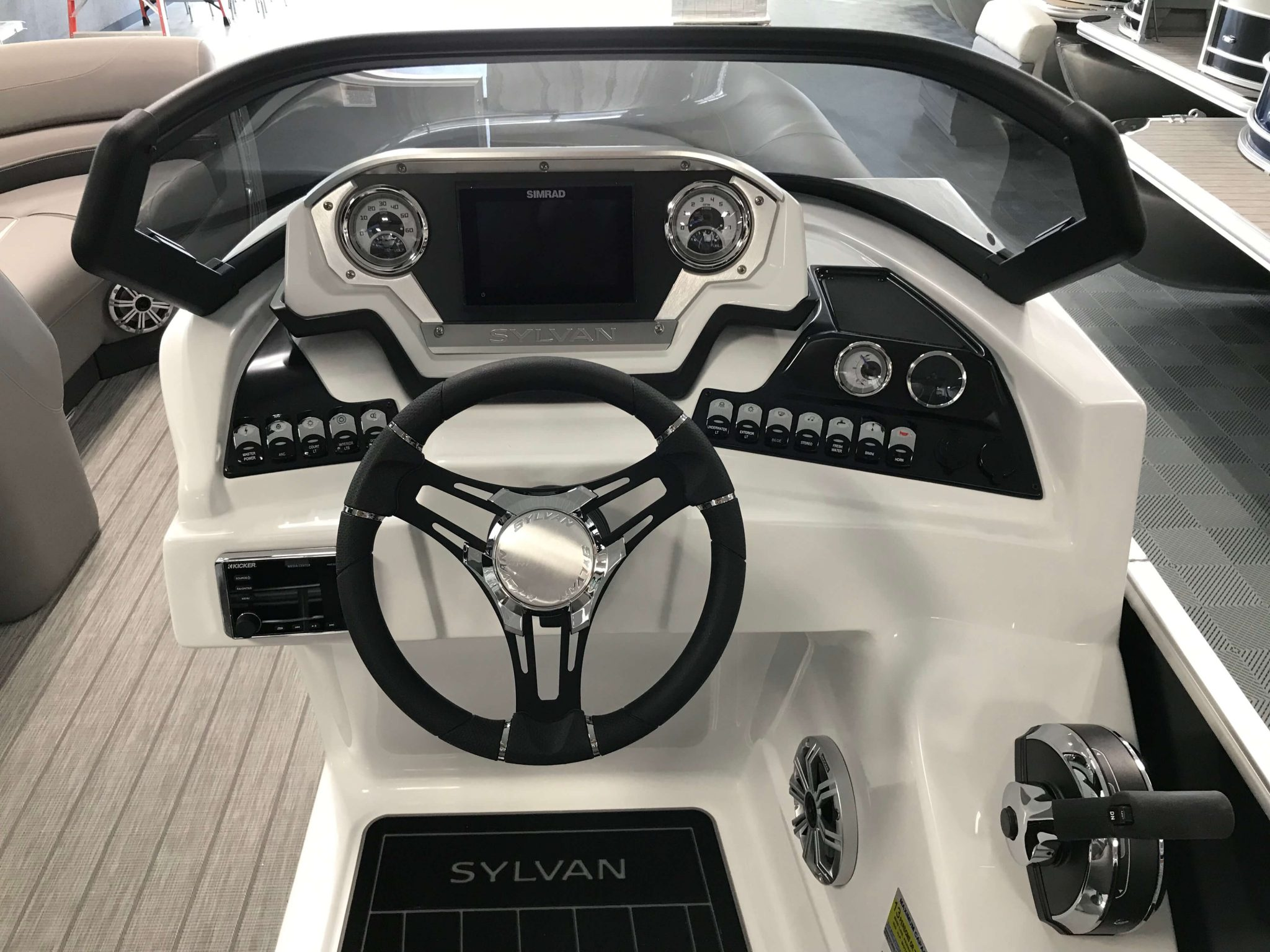 2019 Sylvan S3 LZ Tritoon Helm And Dash 3