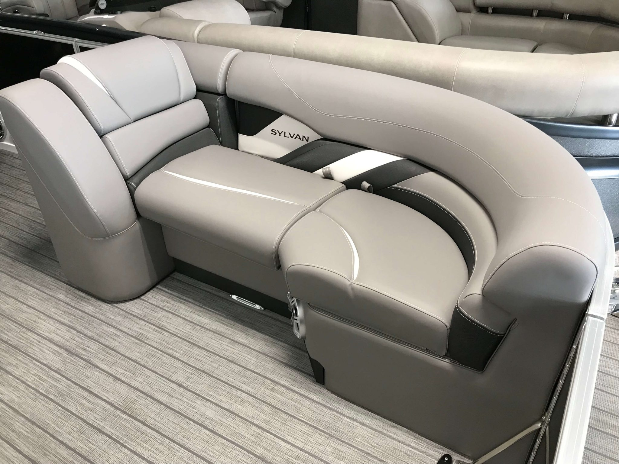 2019 Sylvan S3 LZ Tritoon Interior Seating 3