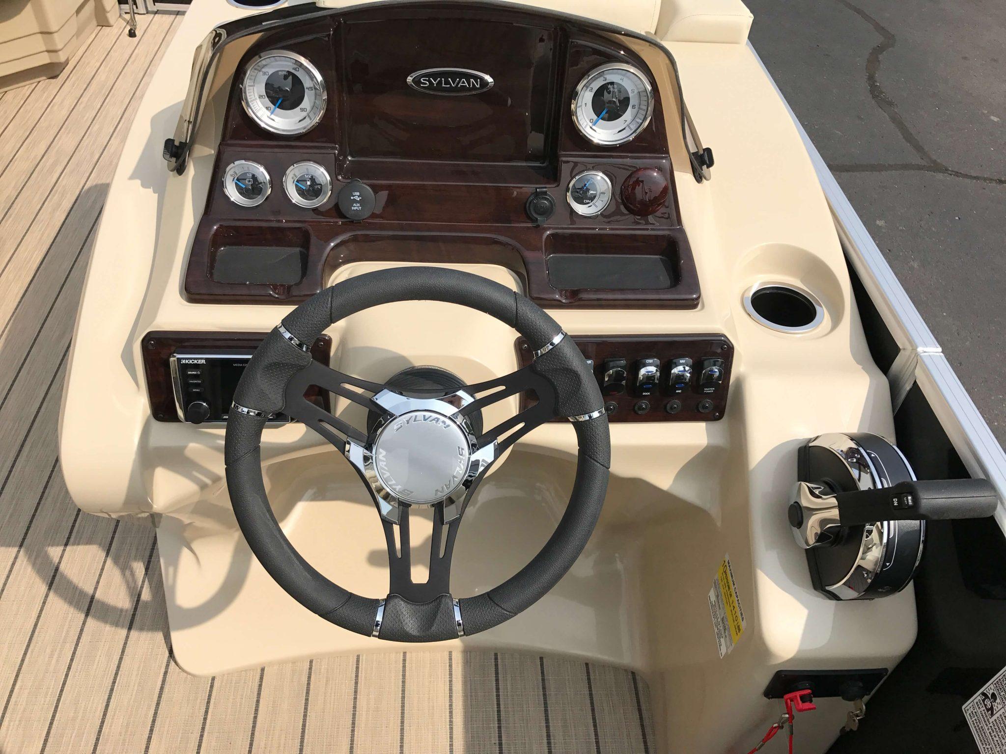 2019 Sylvan 8520 LZ LE Helm And Dash