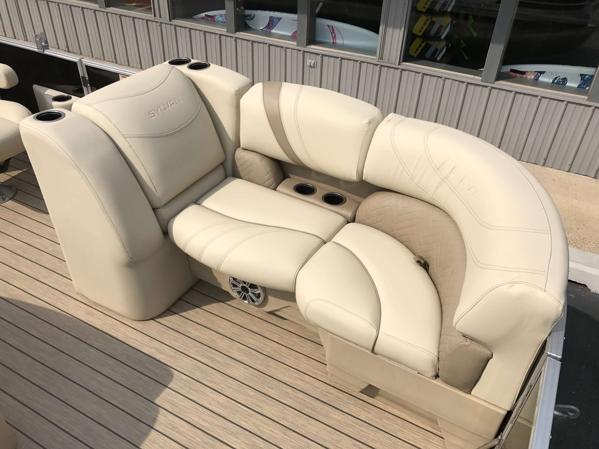 2019 Sylvan 8520 LZ LE Interior LZ Seating 3