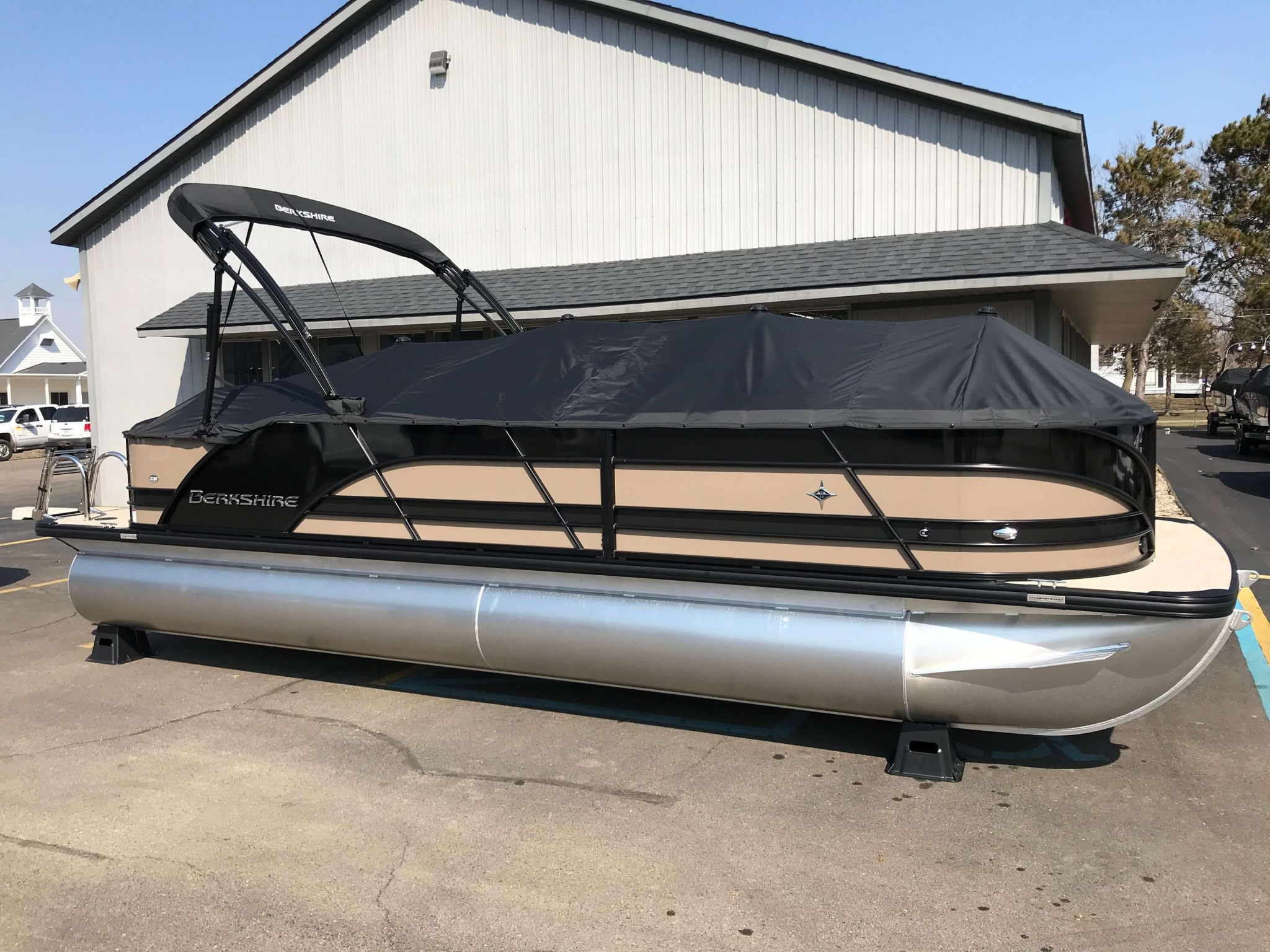 2019 Berkshire 23CL STS Black Cover