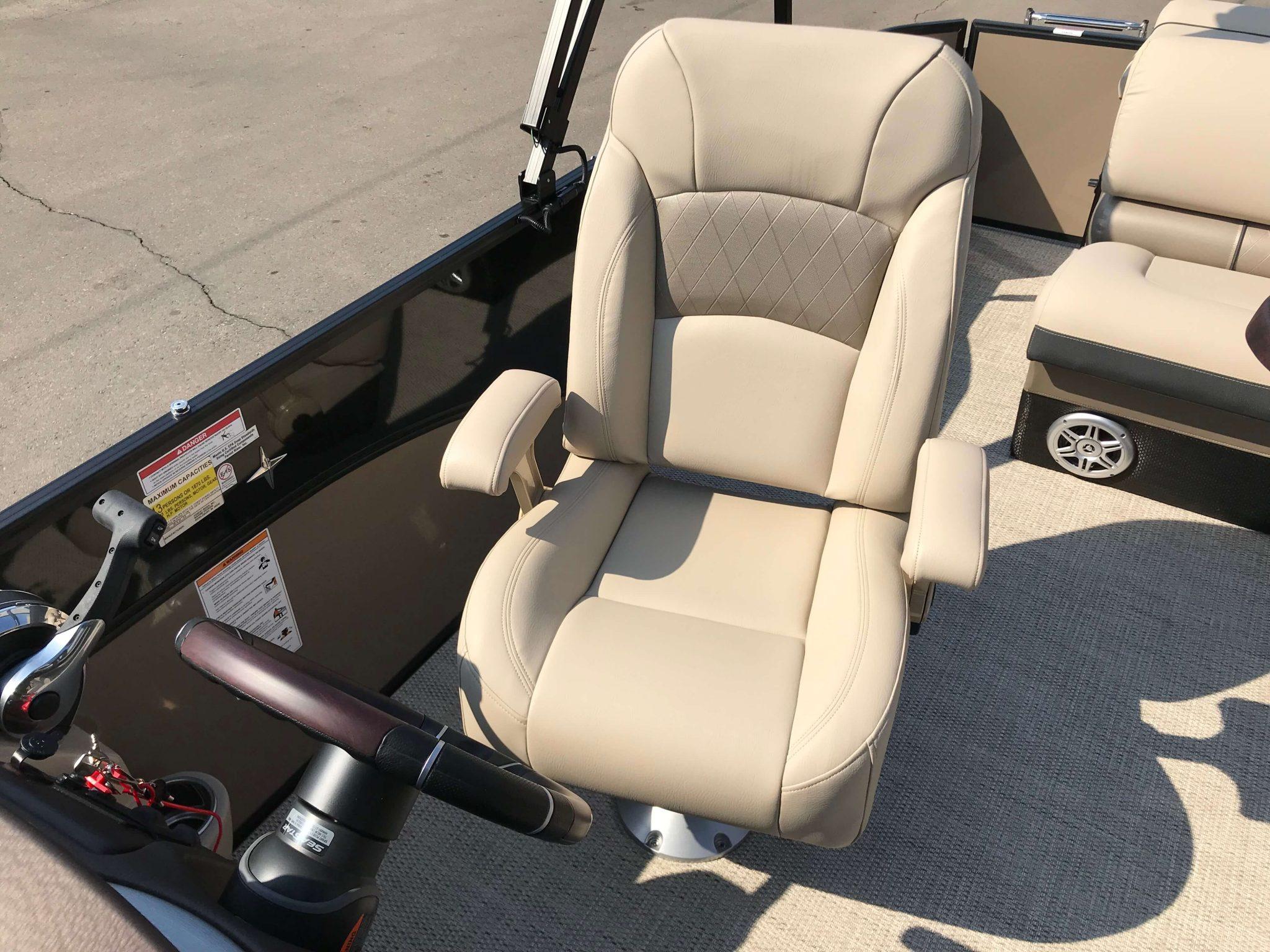 2019 Berkshire 23CL STS Captains Helm Chair