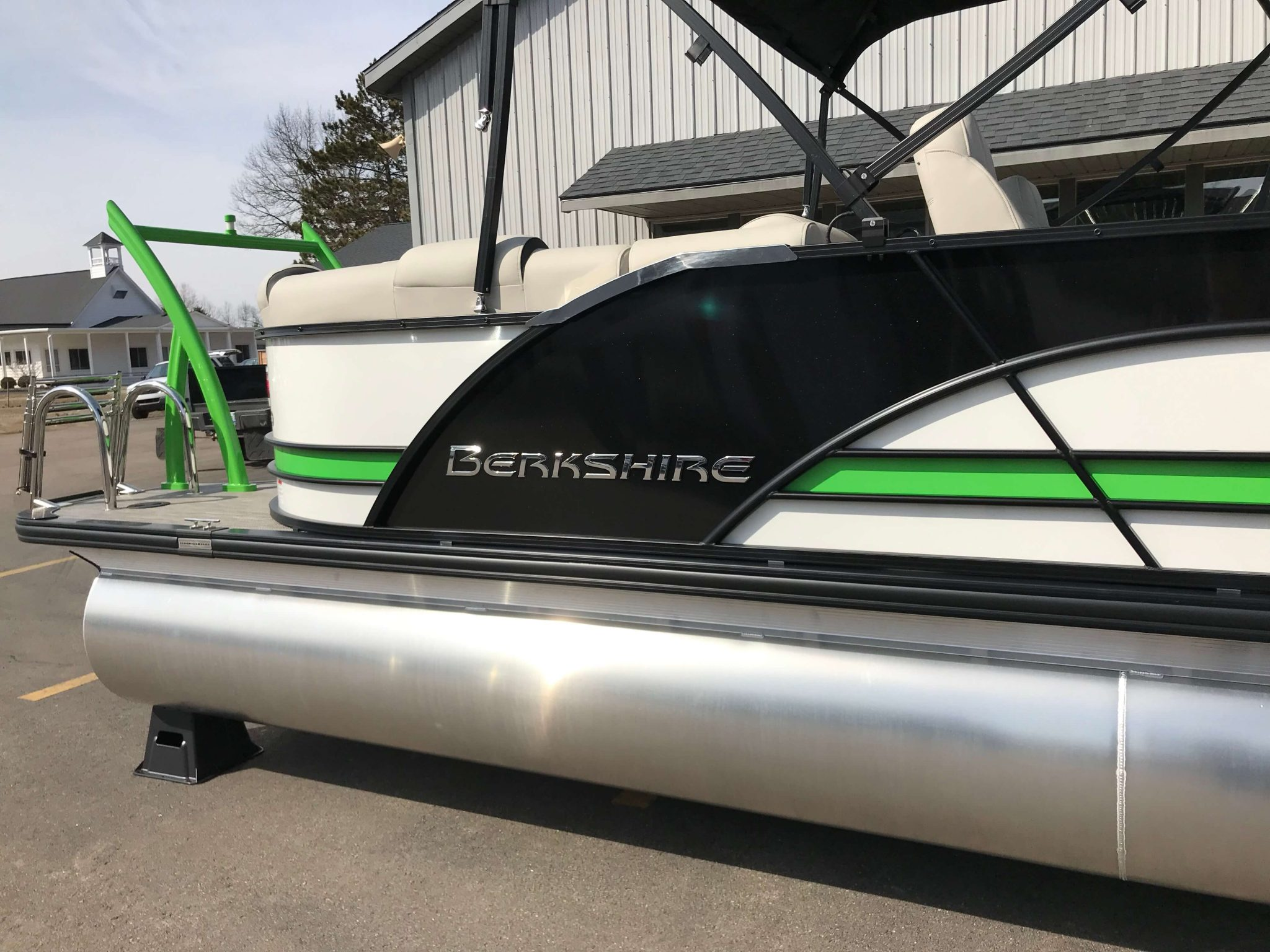 2019 Berkshire 23RFX STS Black Green White 5