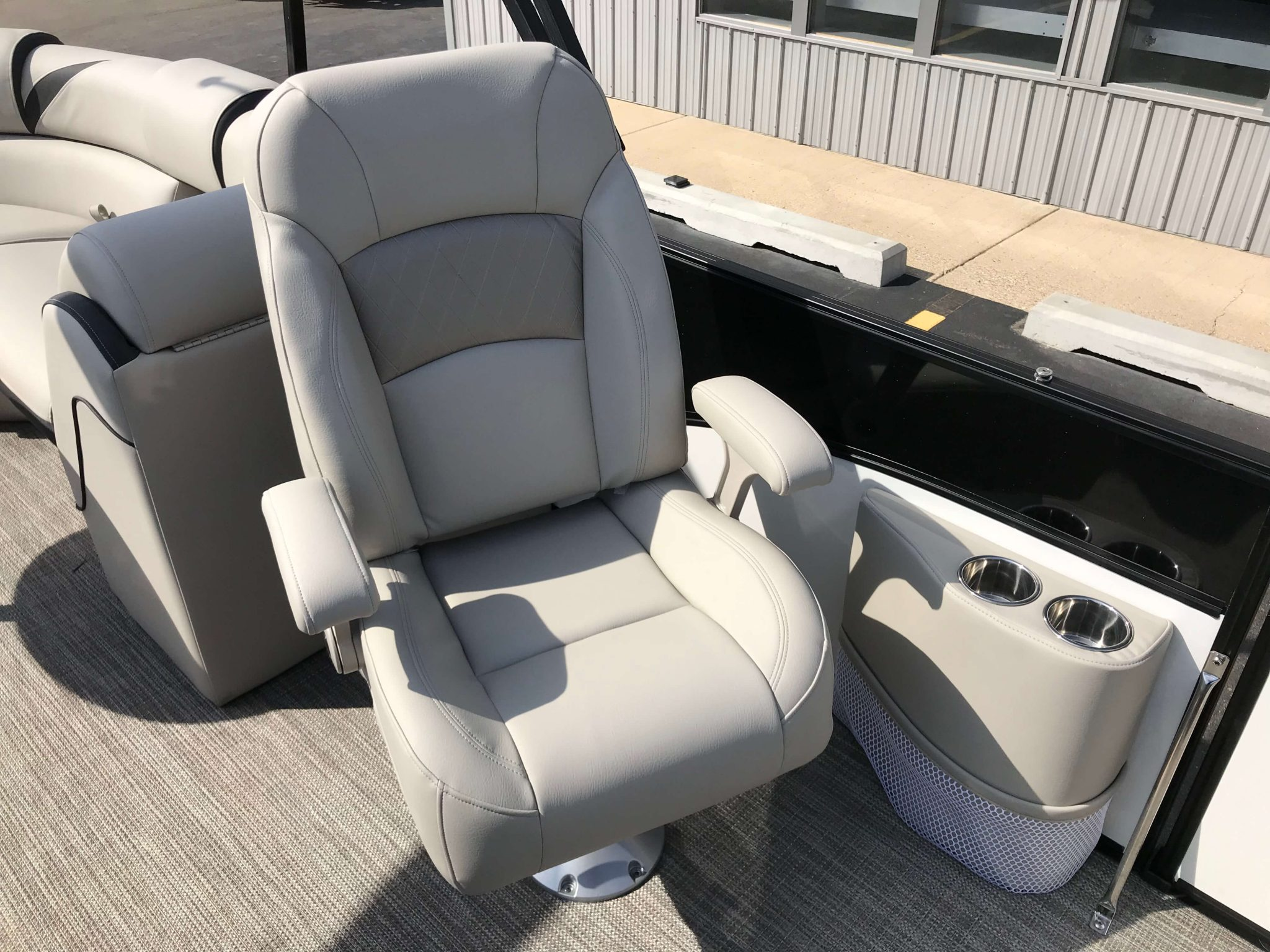 2019 Berkshire 23RFX STS Co Captains Chair