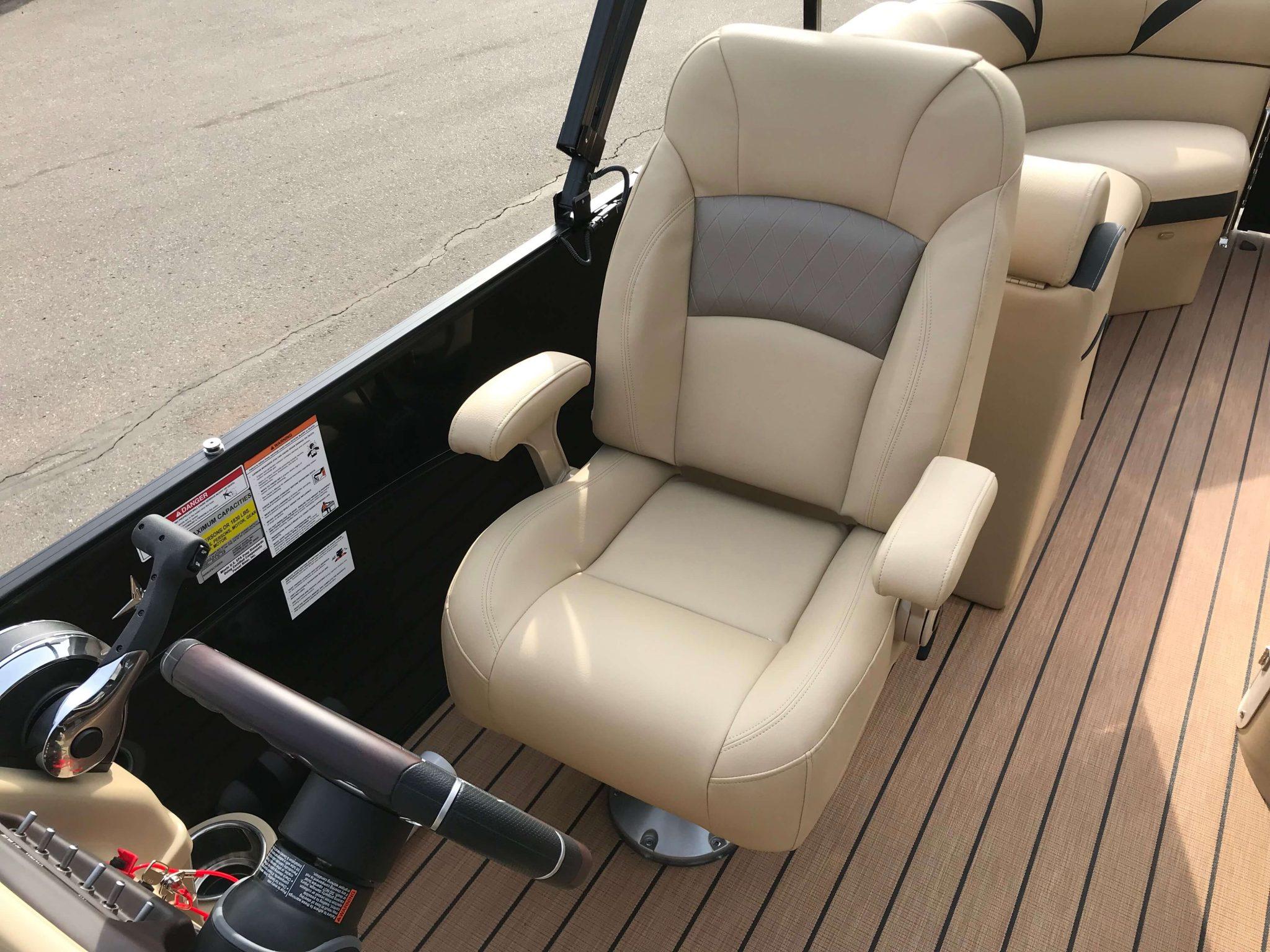 2019 Berkshire 25E STS Captains Helm Chair