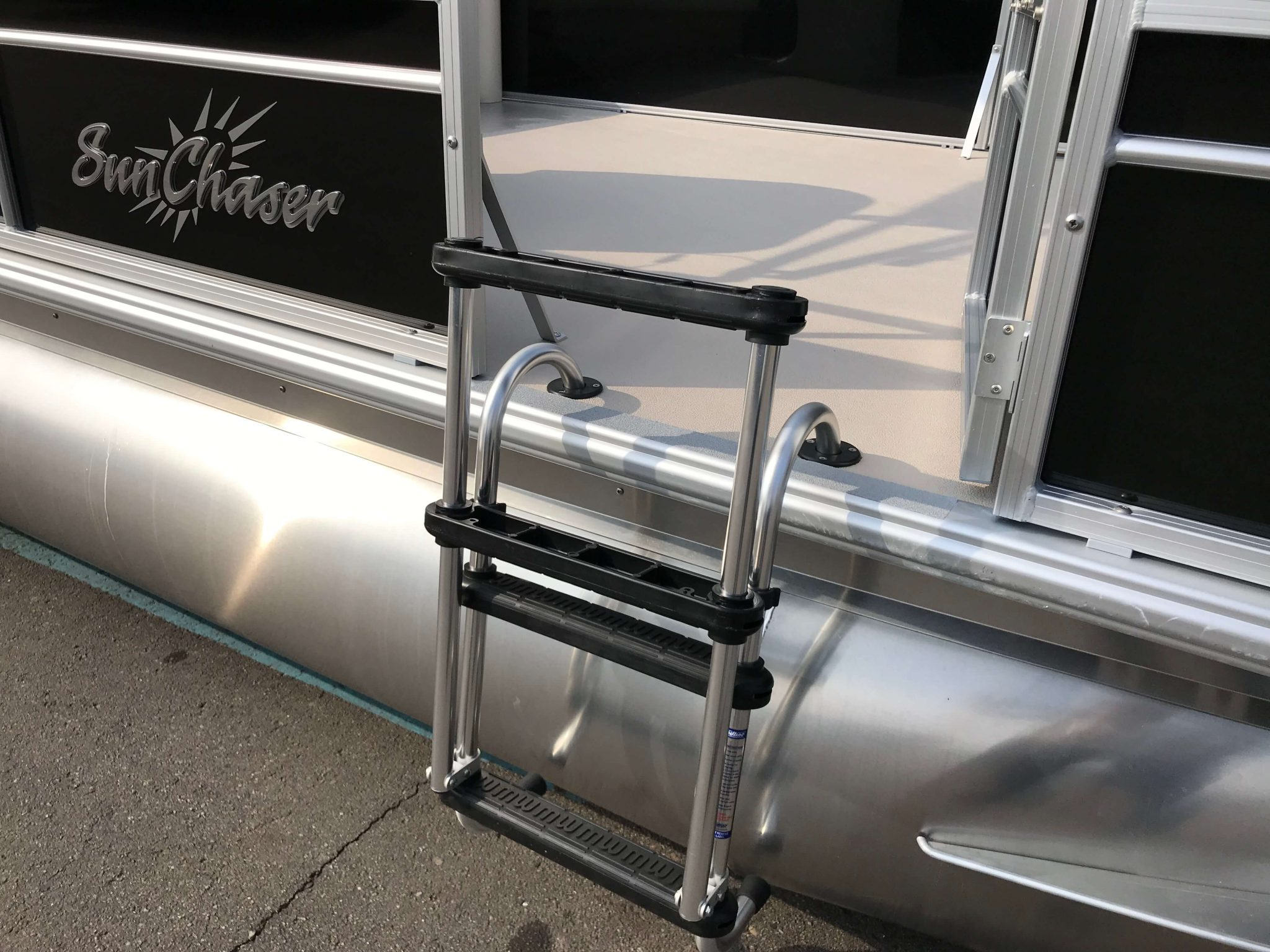 2019 SunChaser Oasis 816 Cruise Removable Gate Ladder
