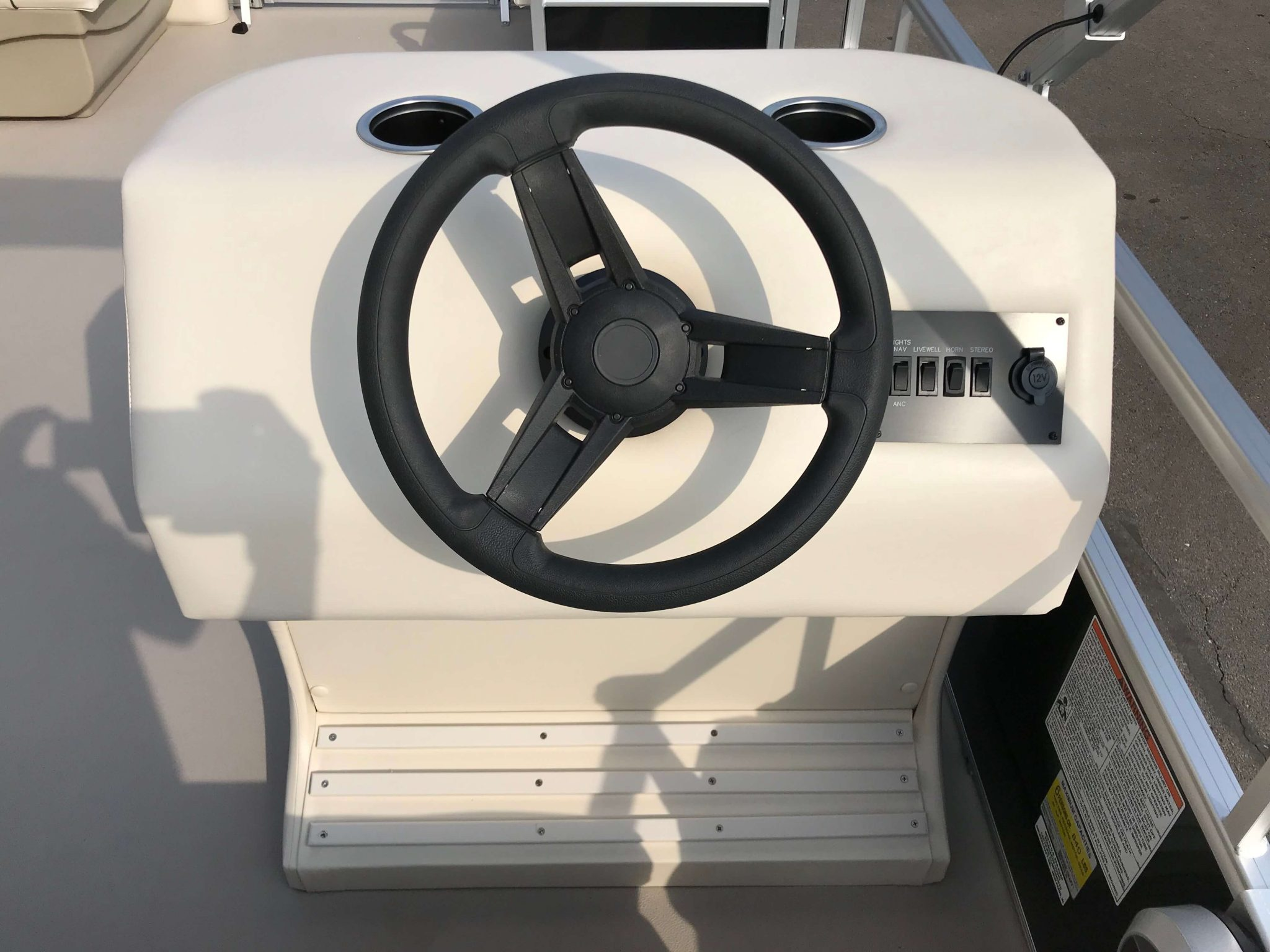 2019 SunChaser Oasis 816 Cruise Seating Helm