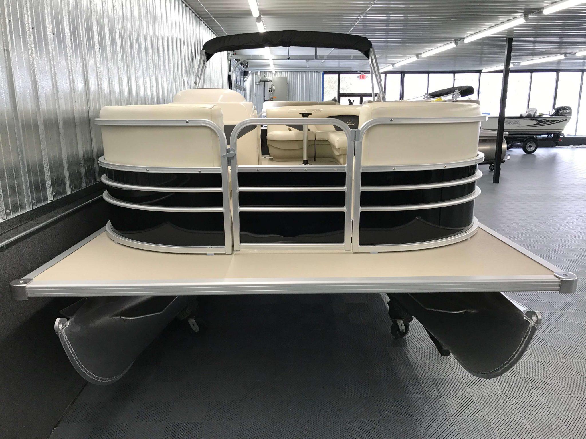 2019 SunChaser Oasis 820 Cruise Black 5