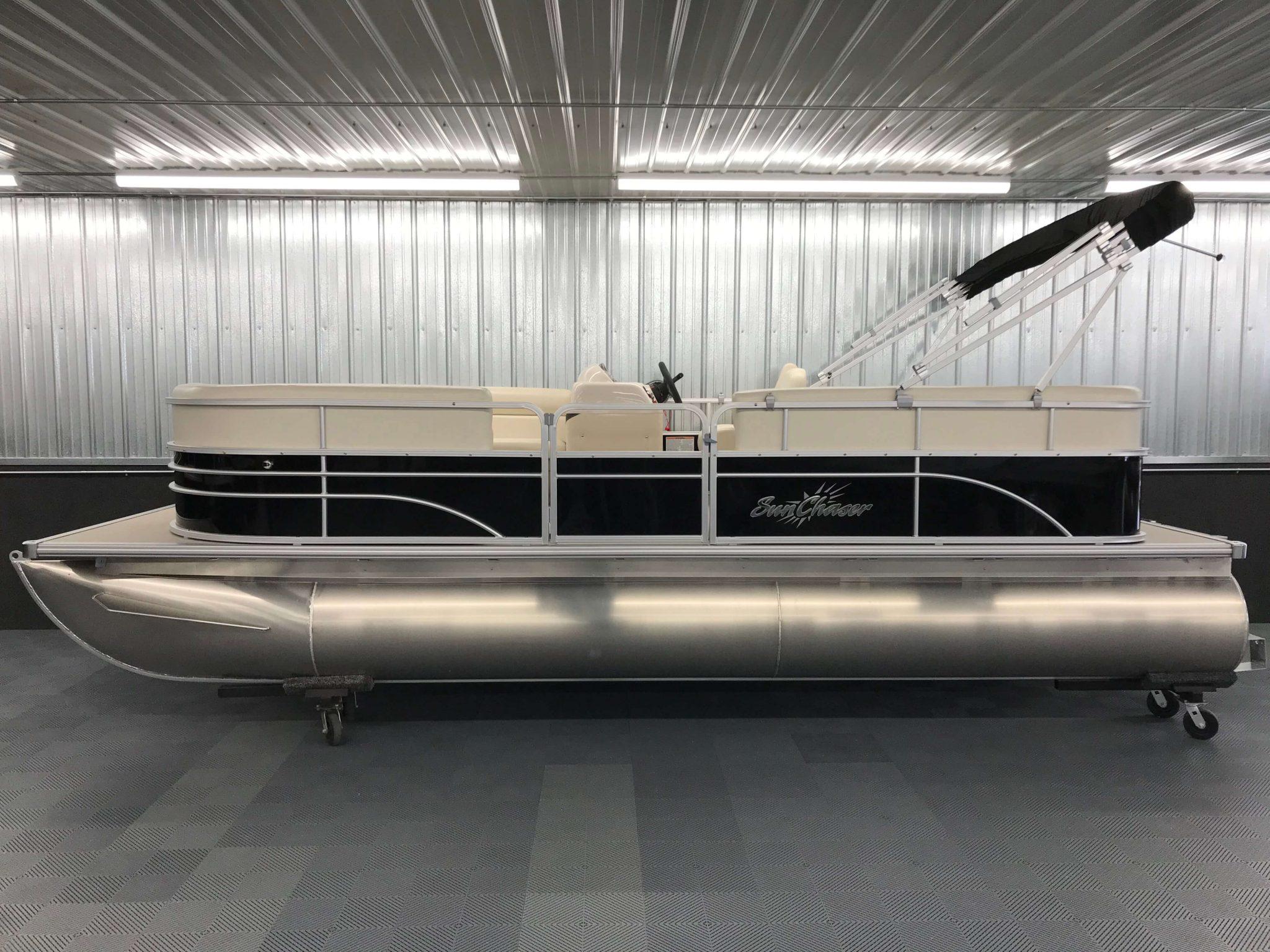 2019 SunChaser Oasis 820 Cruise Black 6