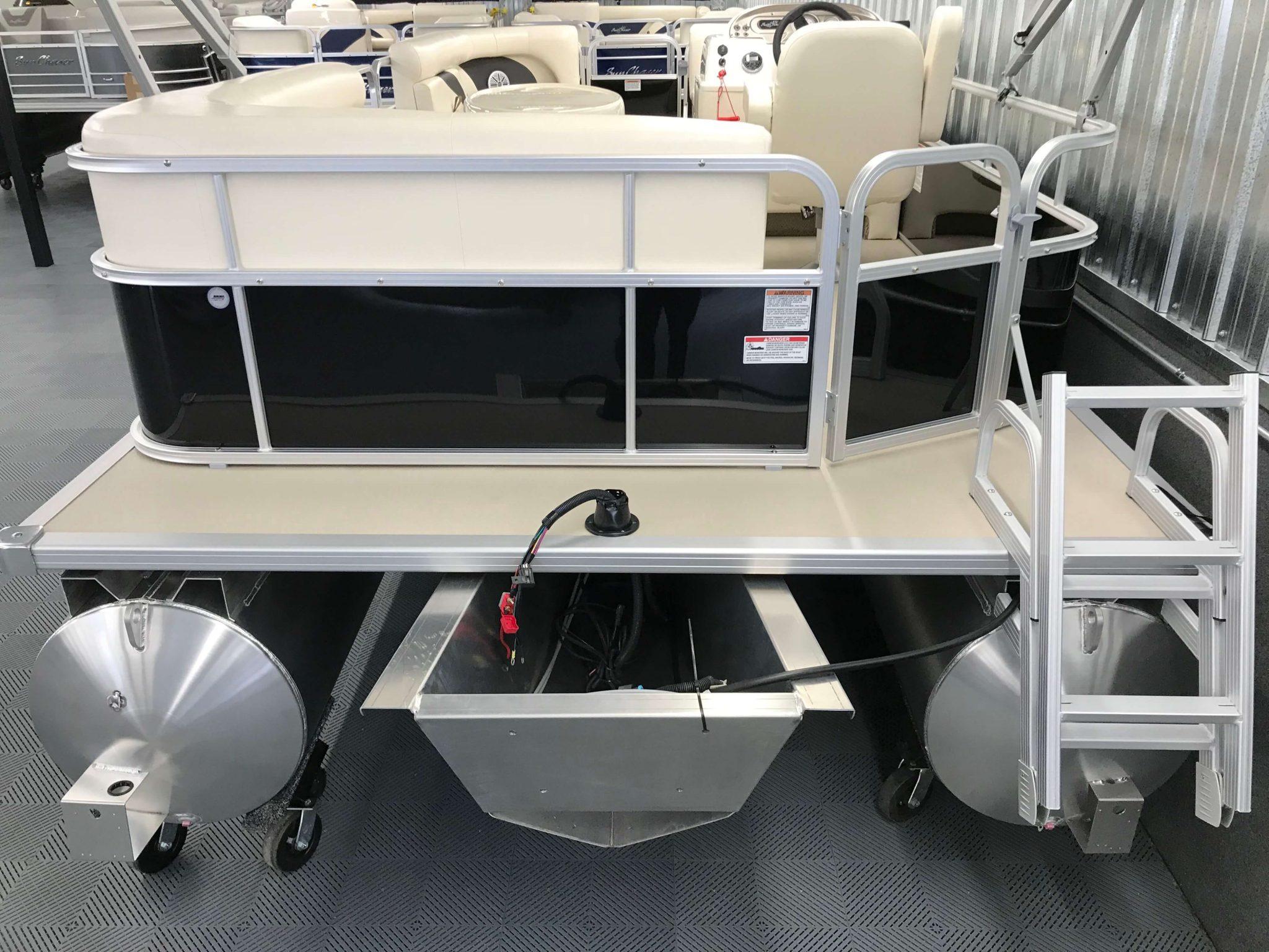 2019 SunChaser Oasis 820 Cruise Black 8