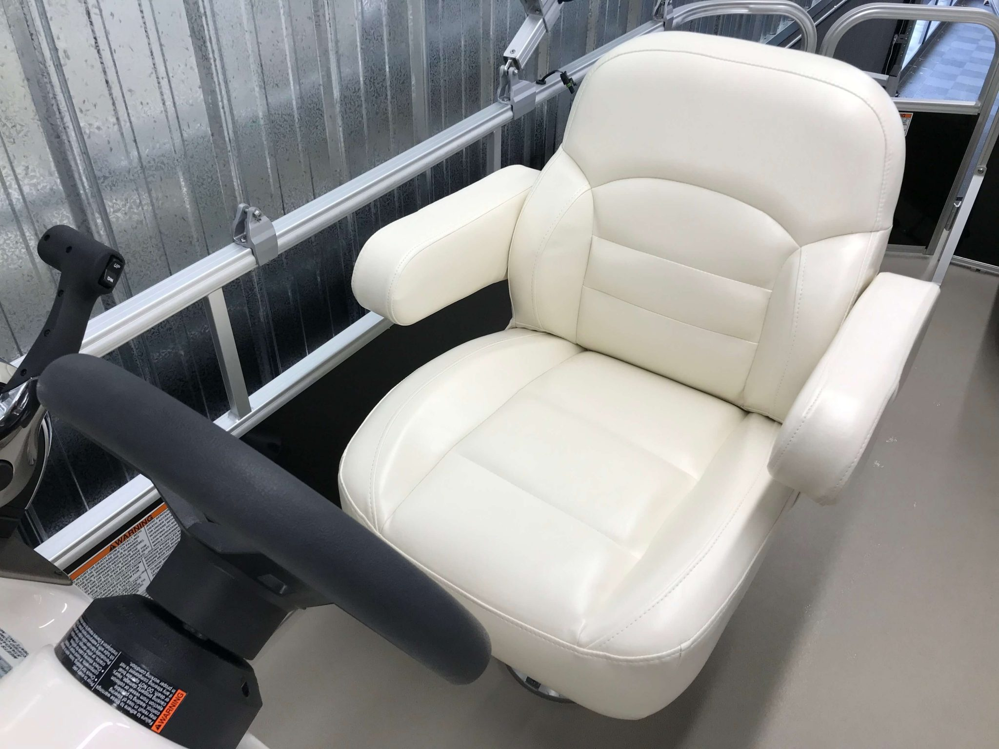 2019 SunChaser Oasis 820 Cruise Captains Helm Chair