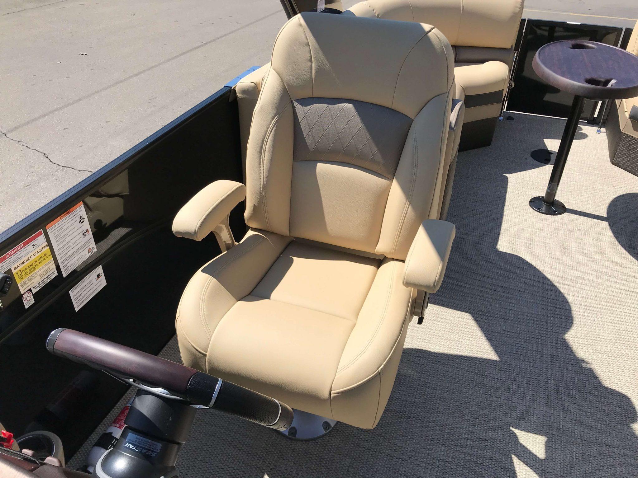 2019 Berkshire 23RFX Arch Tritoon Captains Chair
