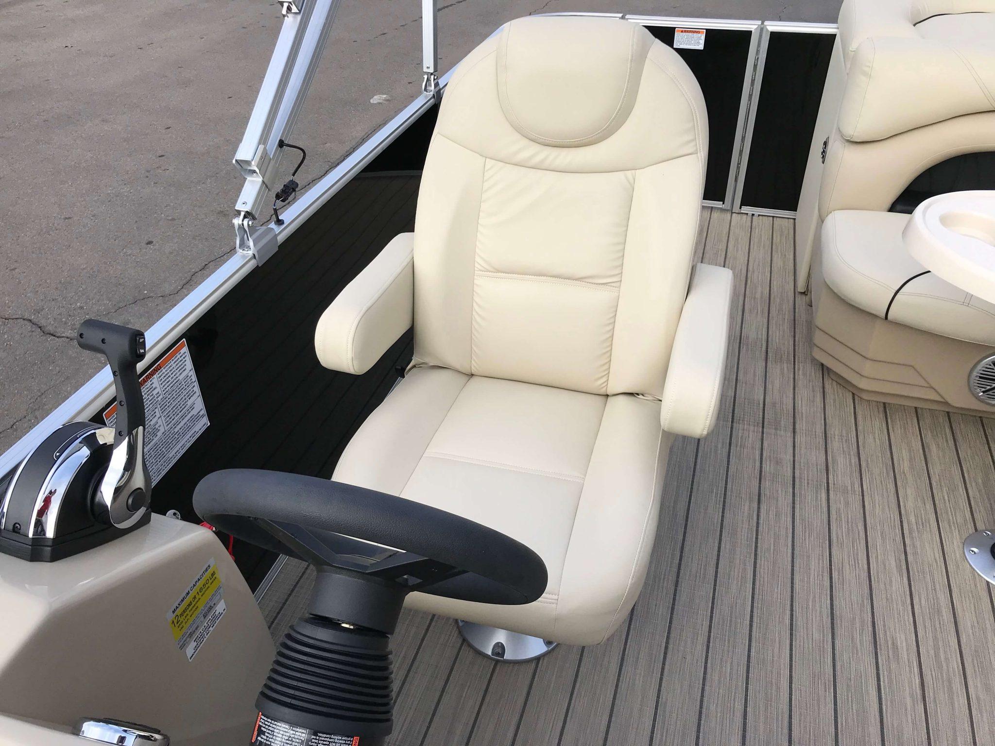 2019 Sylvan Mirage 8522 Cruise Captains Chair