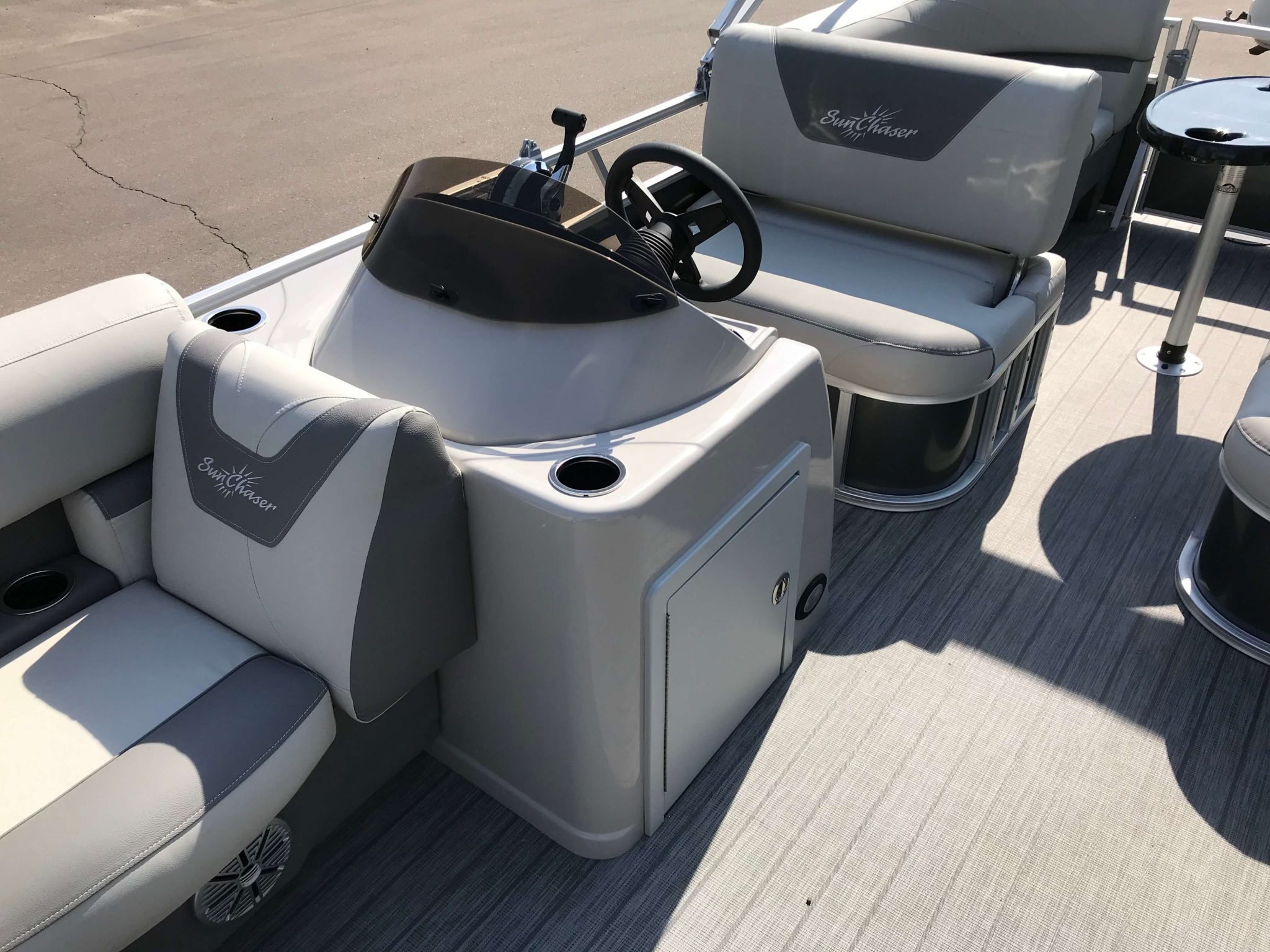 2019 SunChaser Geneva 20 LR SB Helm And Captains Chair