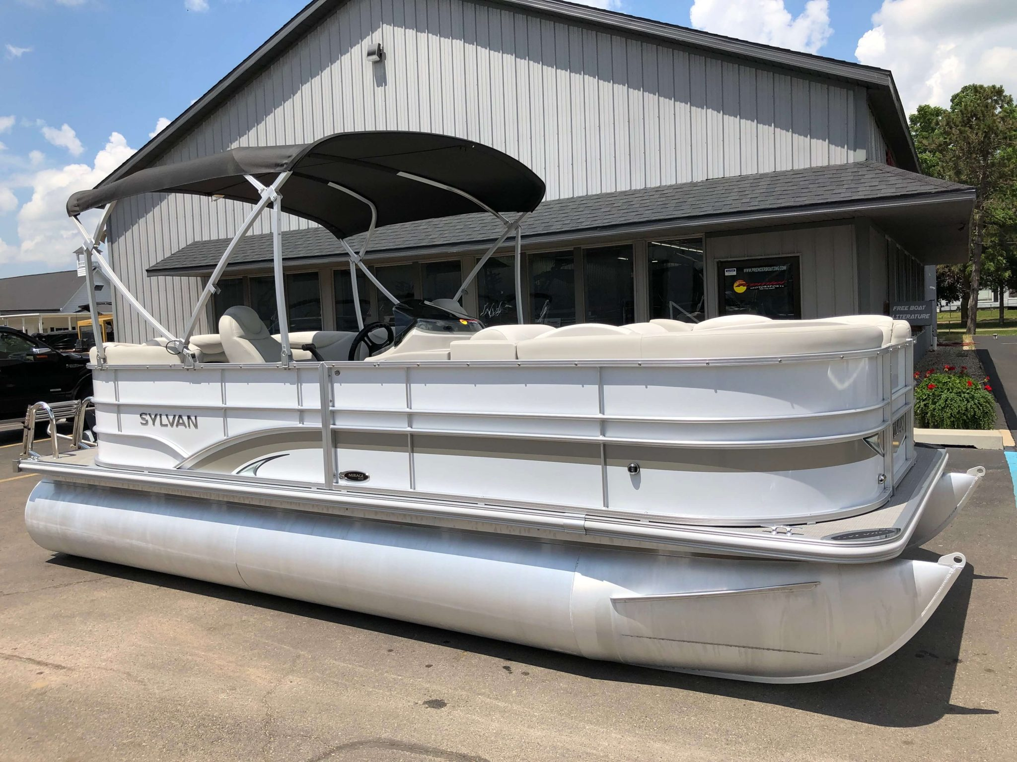 2016 Sylvan 8520 LZ LES Pontoon Boat 5
