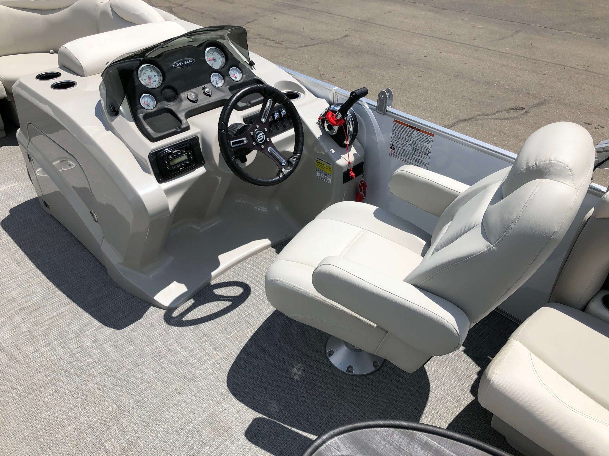 2016 Sylvan 8520 LZ LES Pontoon Boat Helm