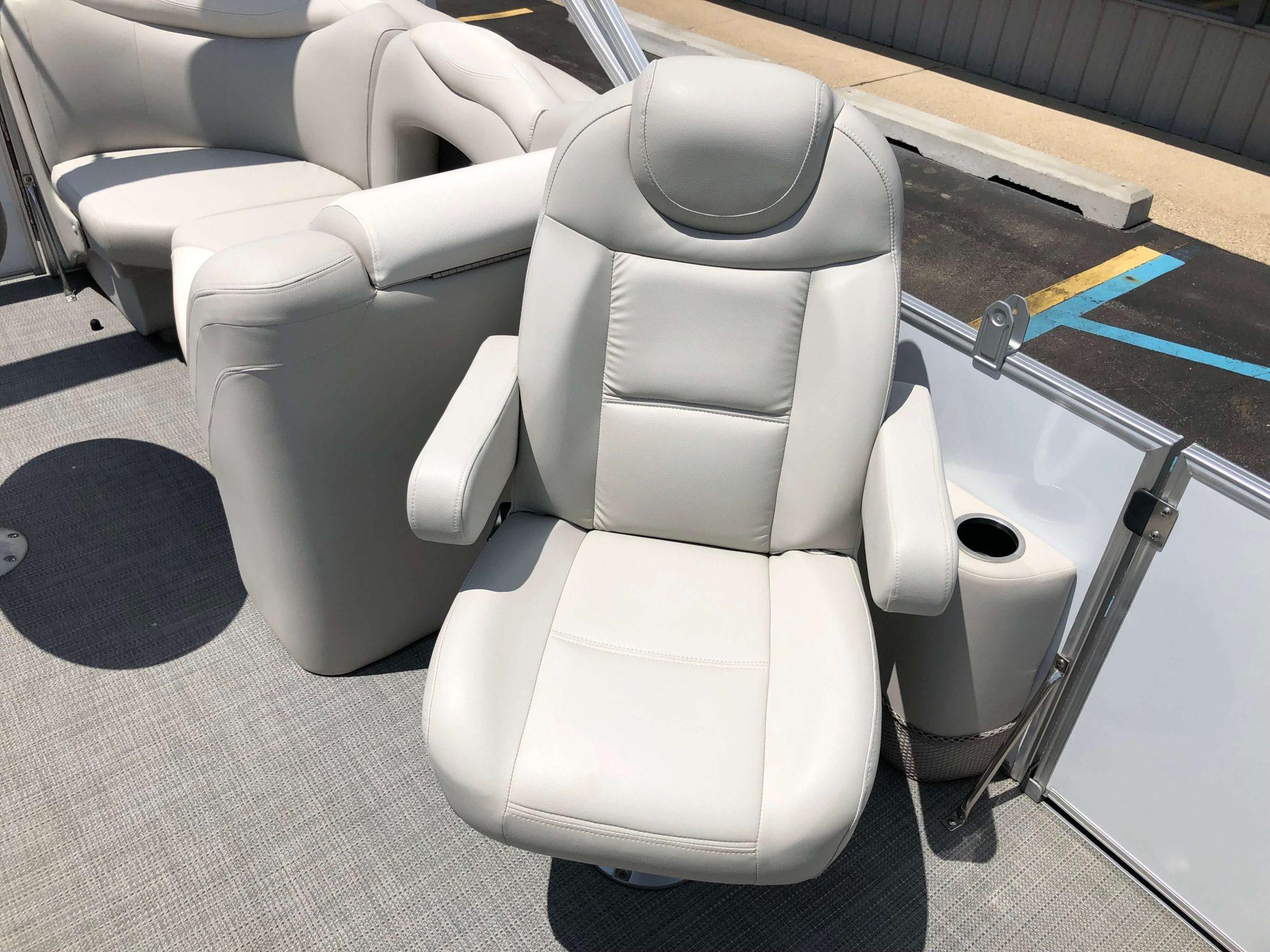 2016 Sylvan 8520 LZ LES Pontoon Boat Passanger Chair