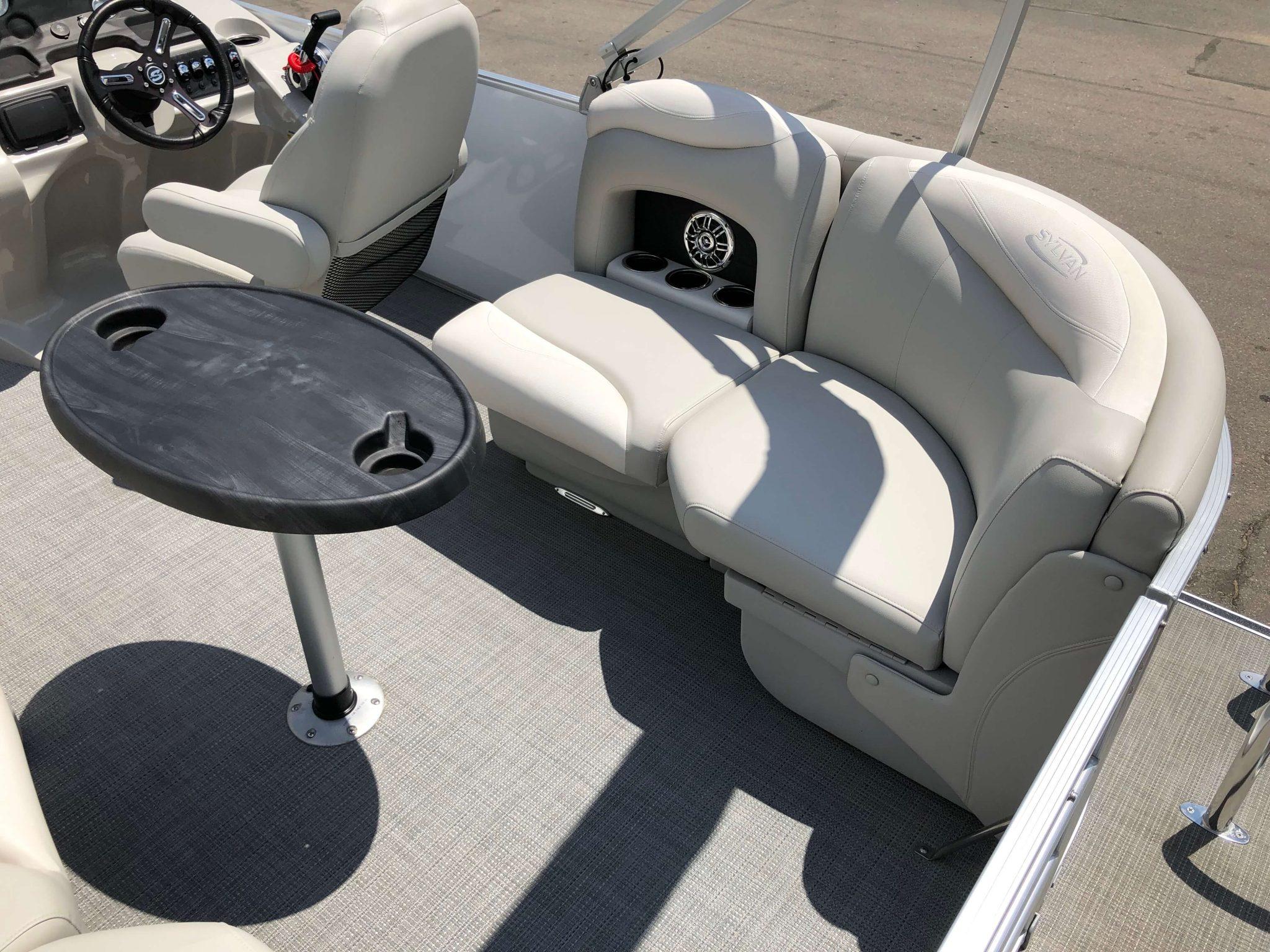 2016 Sylvan 8520 LZ LES Pontoon Boat Seating 1