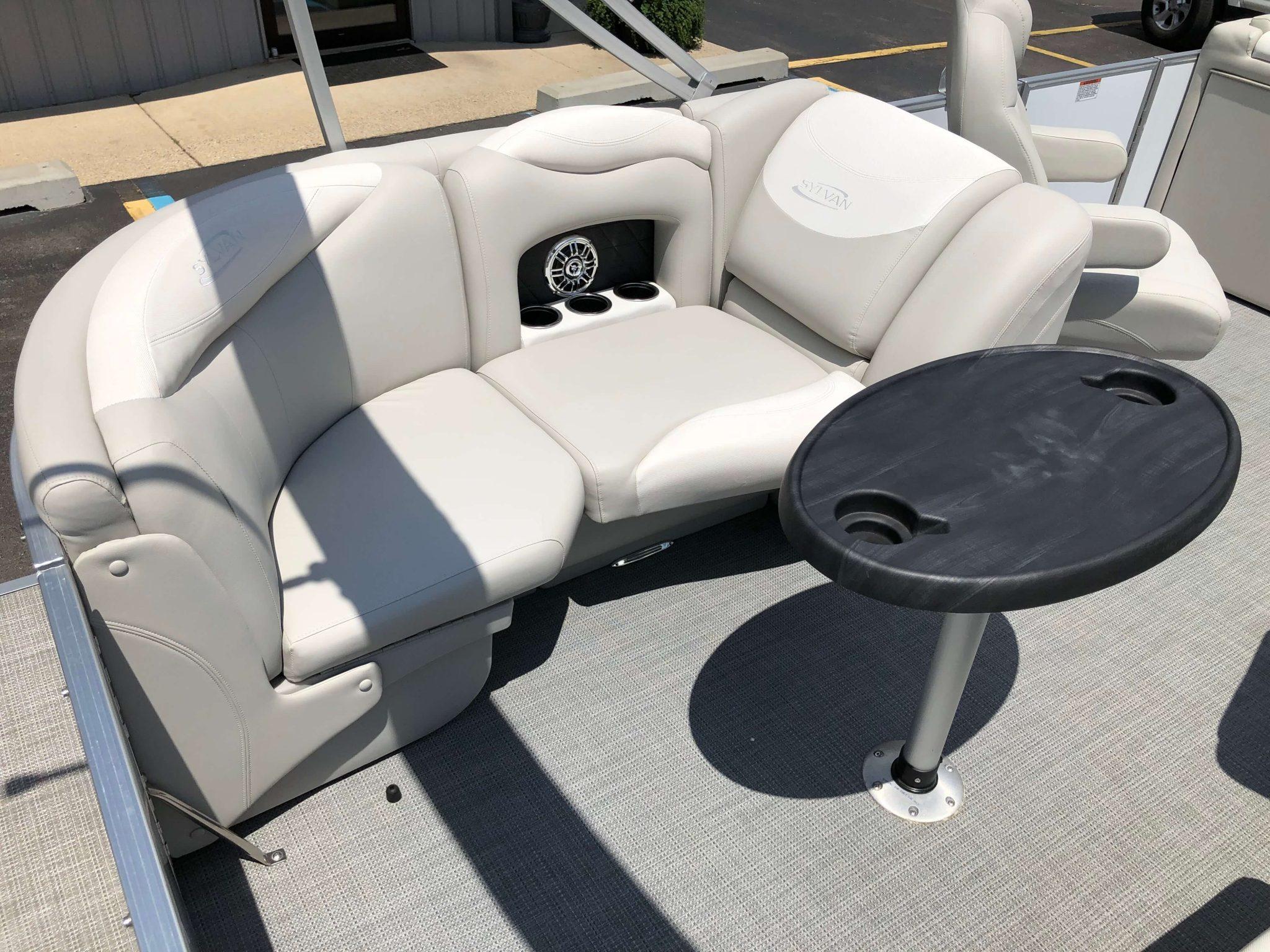 2016 Sylvan 8520 LZ LES Pontoon Boat Seating 2