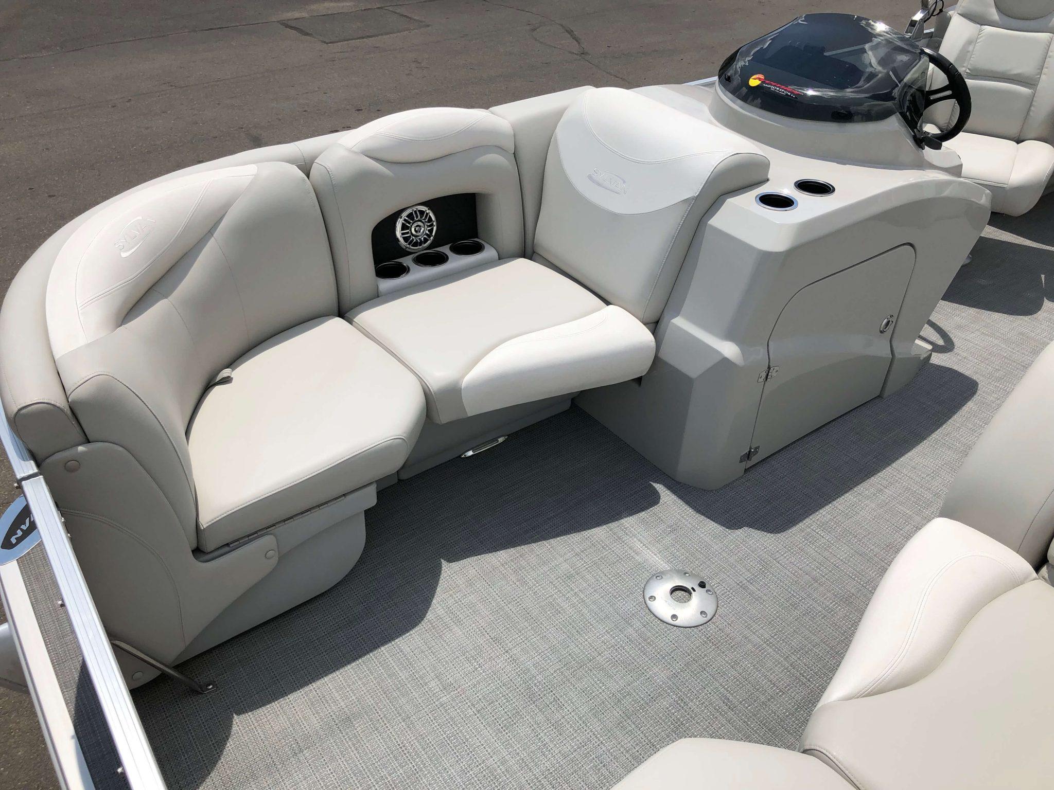 2016 Sylvan 8520 LZ LES Pontoon Boat Seating 3