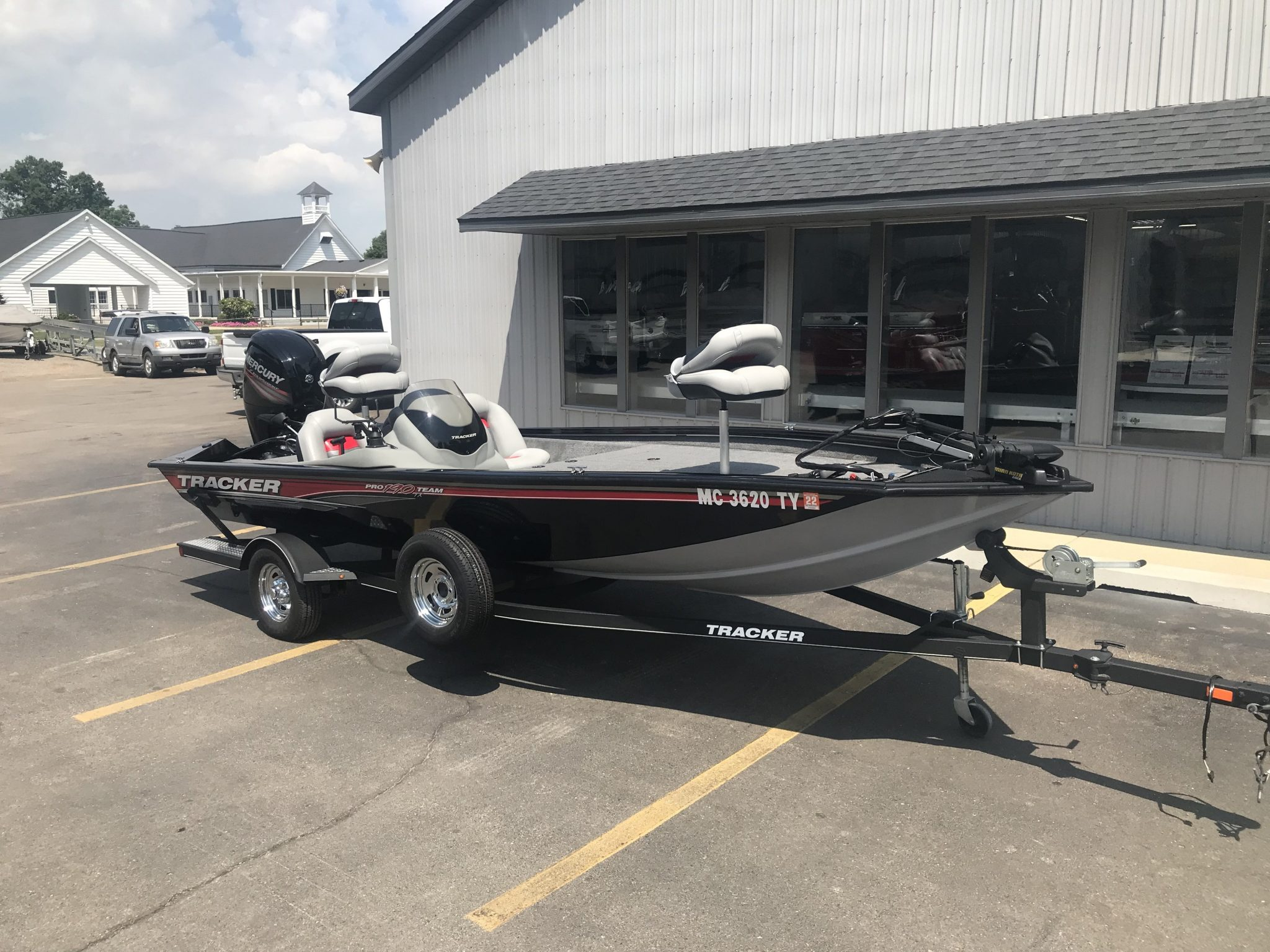 2017 Bass Tracker Pro Team 190TX Fishing Boat 1