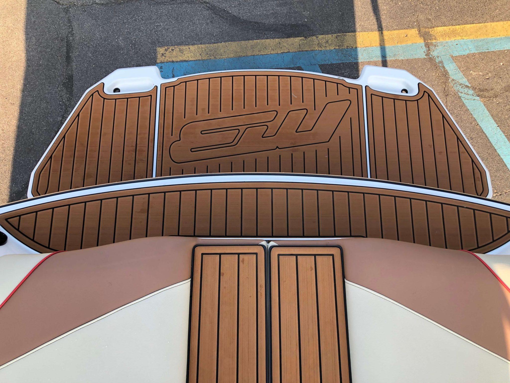 2018 MB B52 23 Wake Boat 12