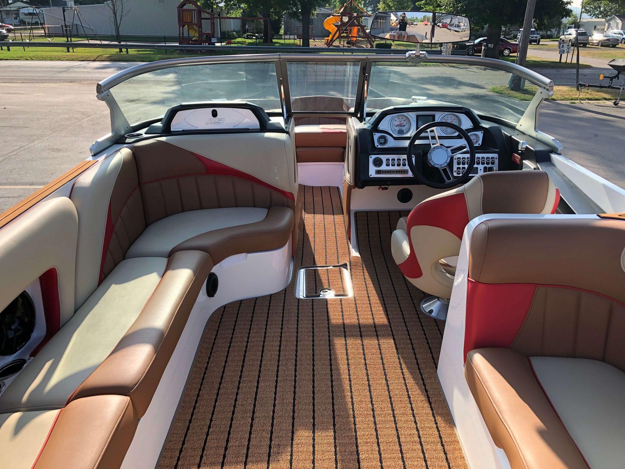2018 MB B52 23 Wake Boat Layout 4