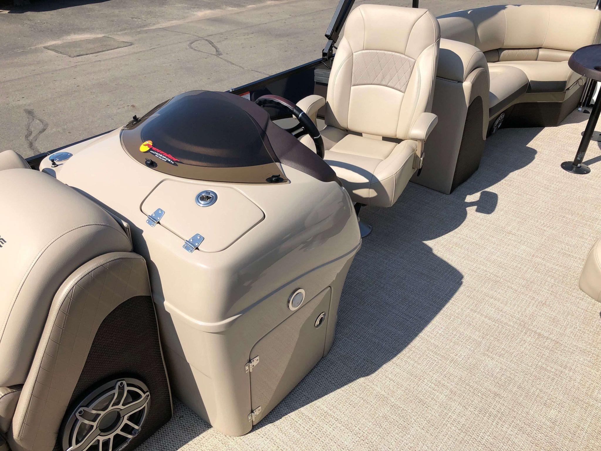 2019 Berkshire 25RFX STS Luxury Tritoon Helm 2