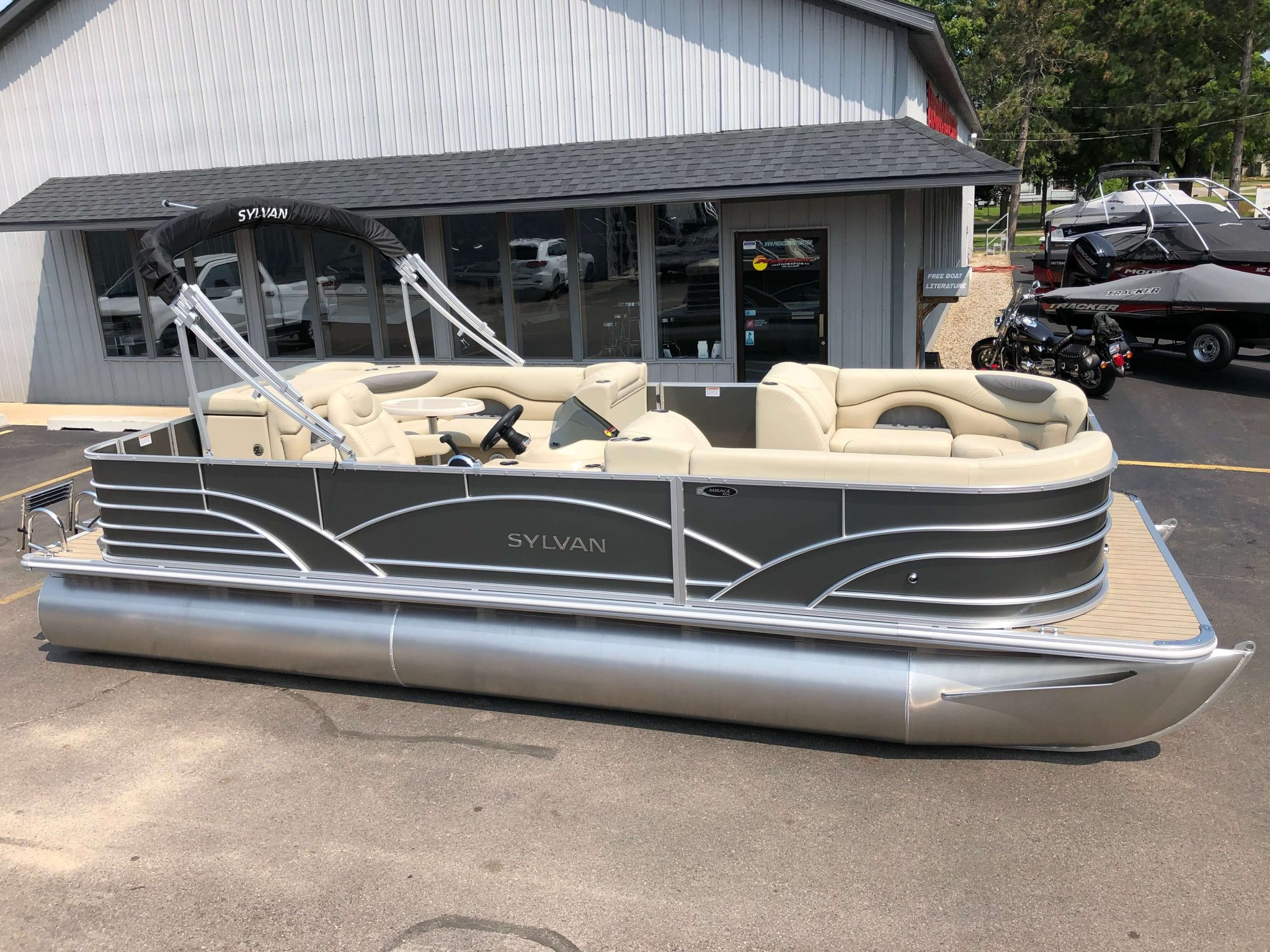 2019 Sylvan 8522 Cruise Carbon Pontoon Boat 1