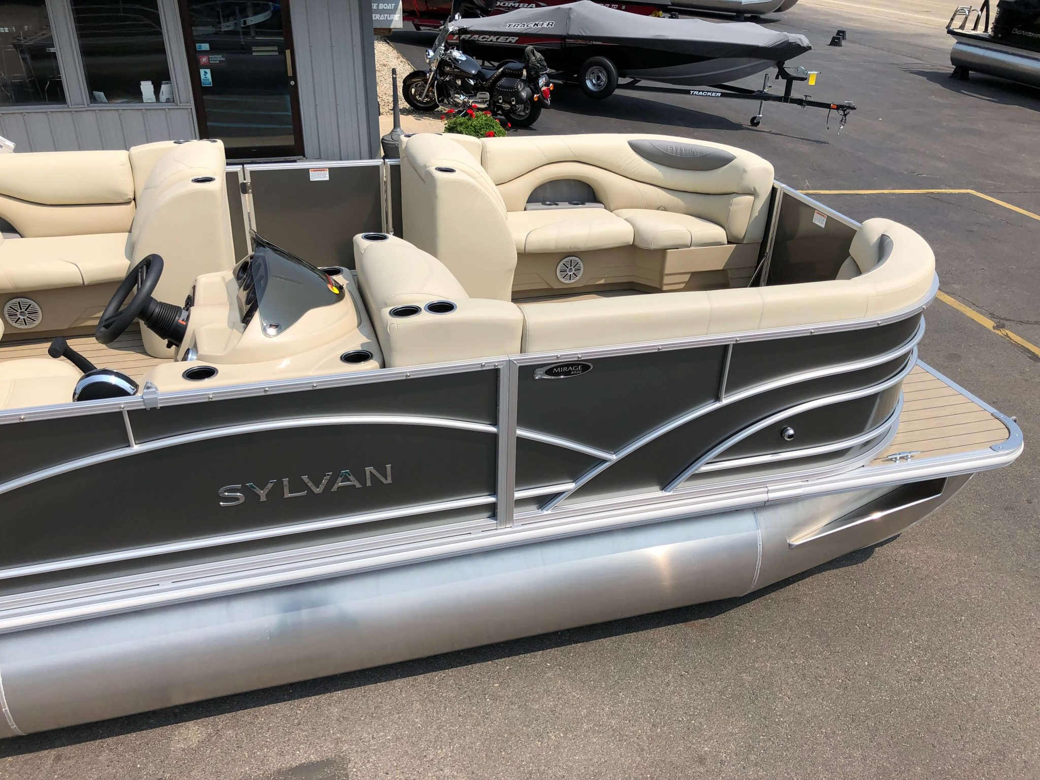 2019 Sylvan 8522 Cruise Carbon Pontoon Boat 2