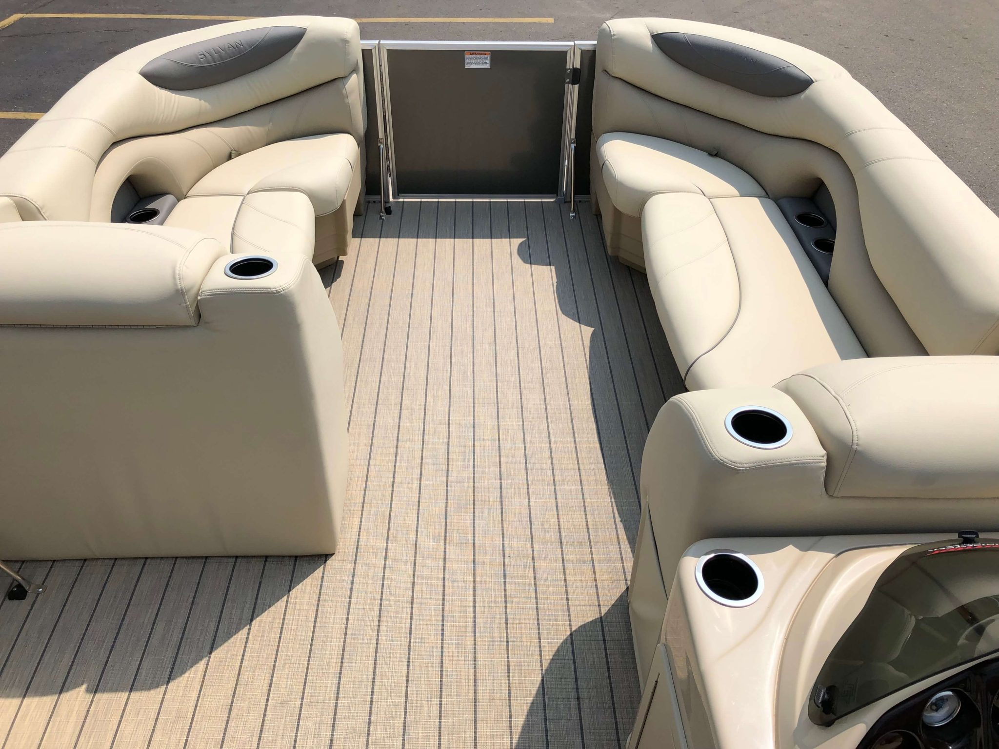 2019 Sylvan 8522 Cruise Carbon Pontoon Boat Layout 3