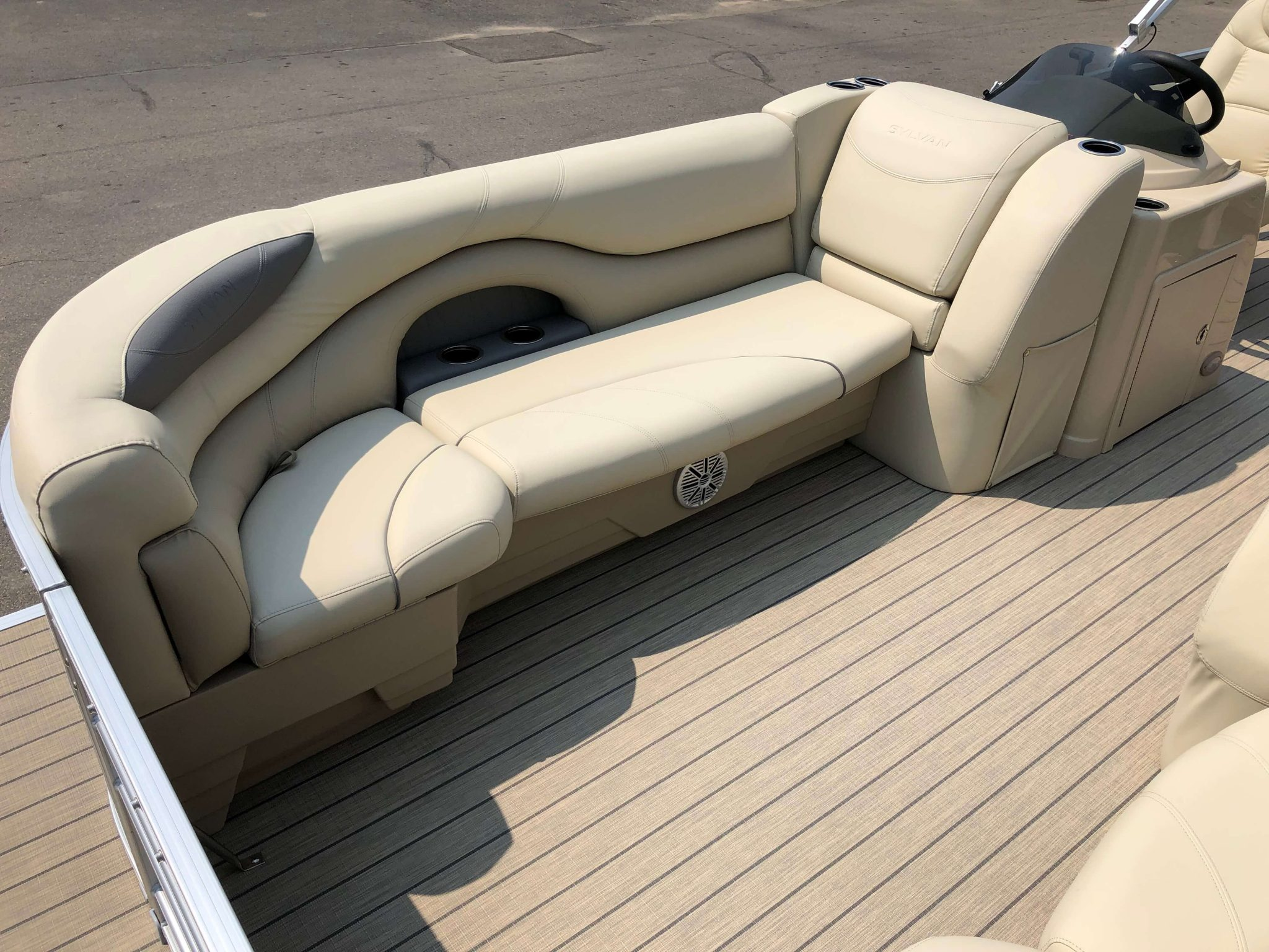 2019 Sylvan 8522 Cruise Carbon Pontoon Boat Seating 1