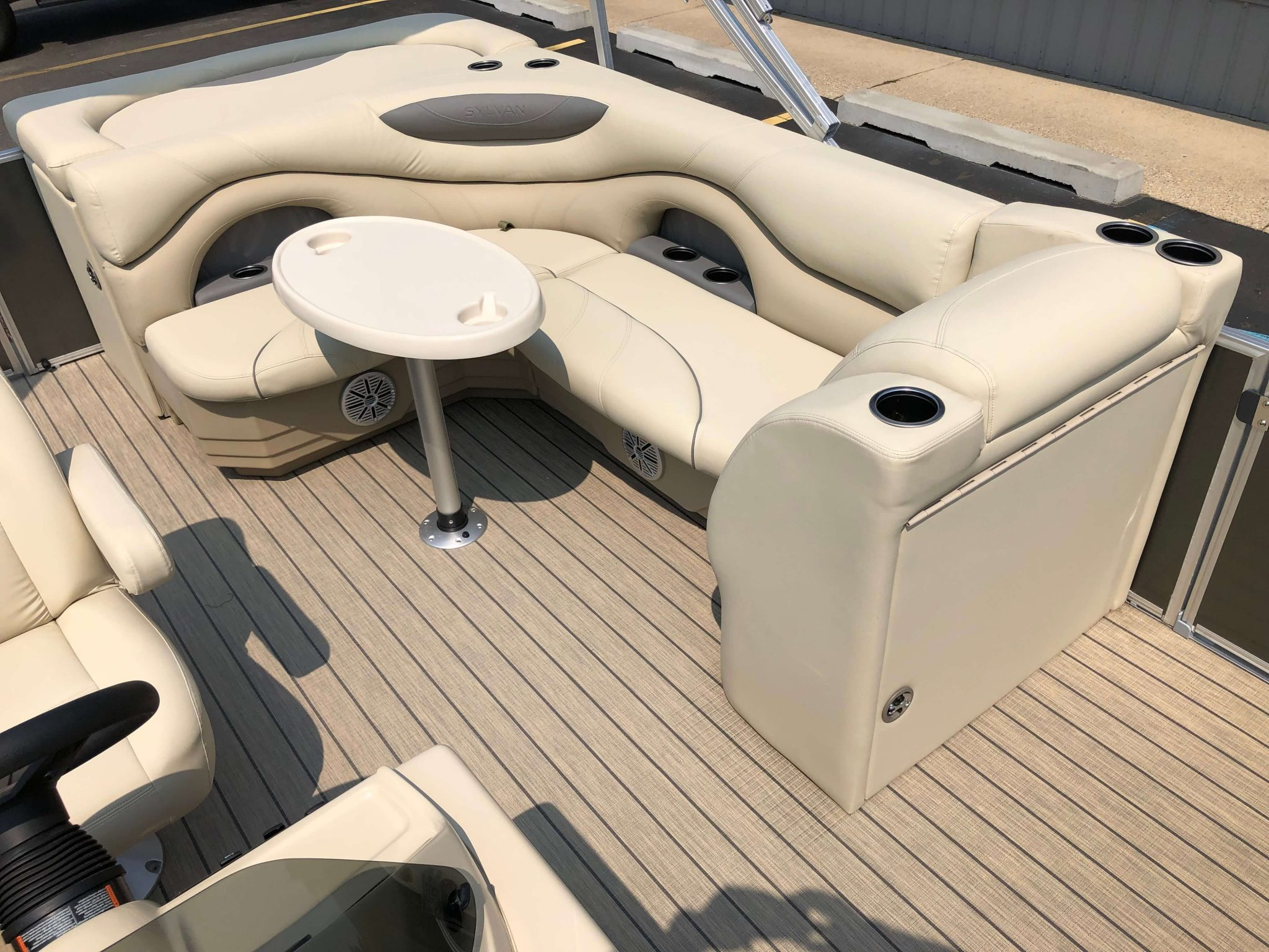 2019 Sylvan 8522 Cruise Carbon Pontoon Boat Seating 3