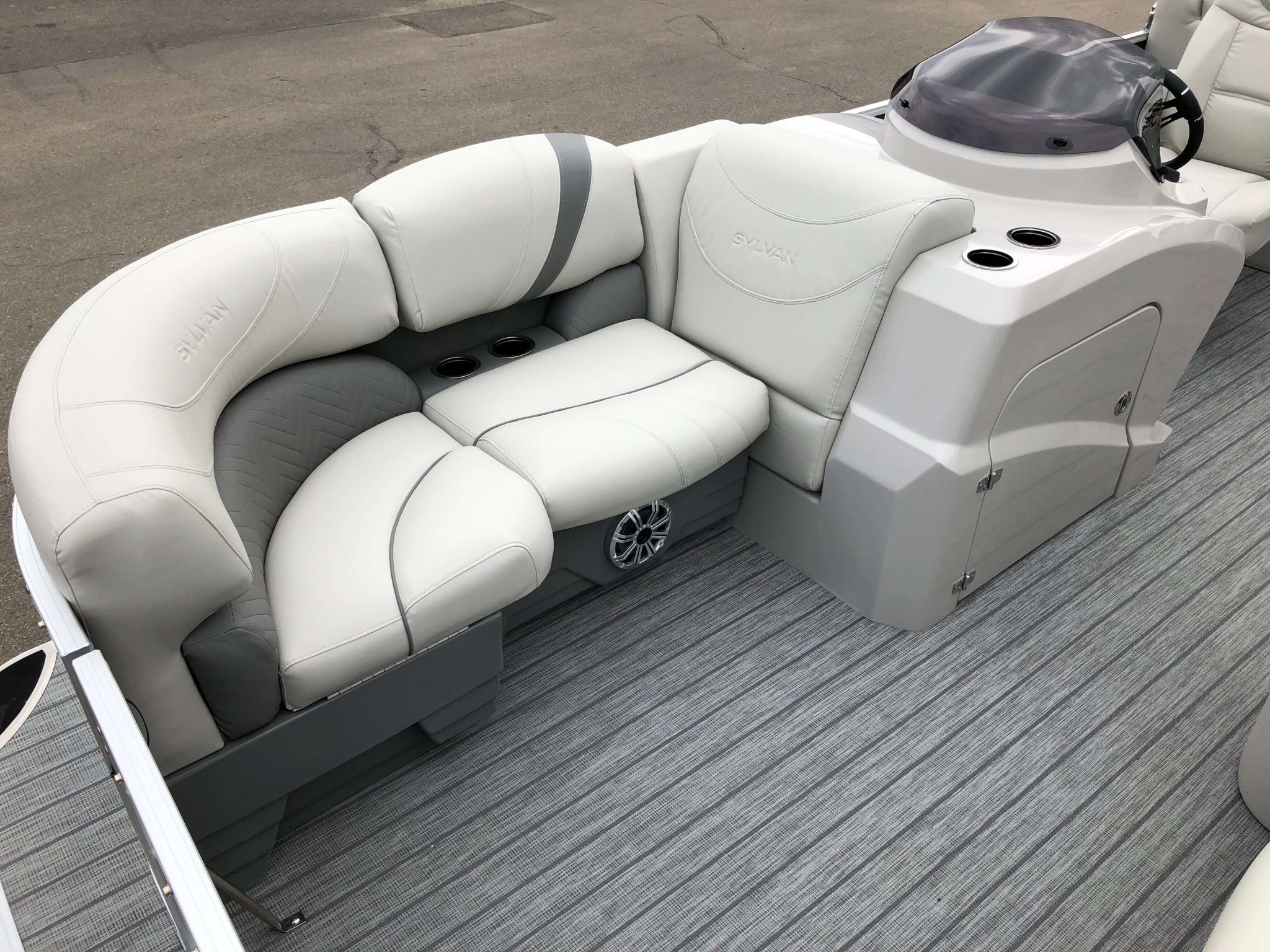 2019 Sylvan 8522 LZ LES Pontoon Quad Lounge 3